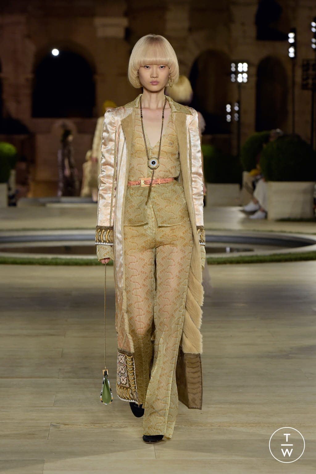 Fashion Week Milan Fall/Winter 2019 look 35 from the Fendi collection couture