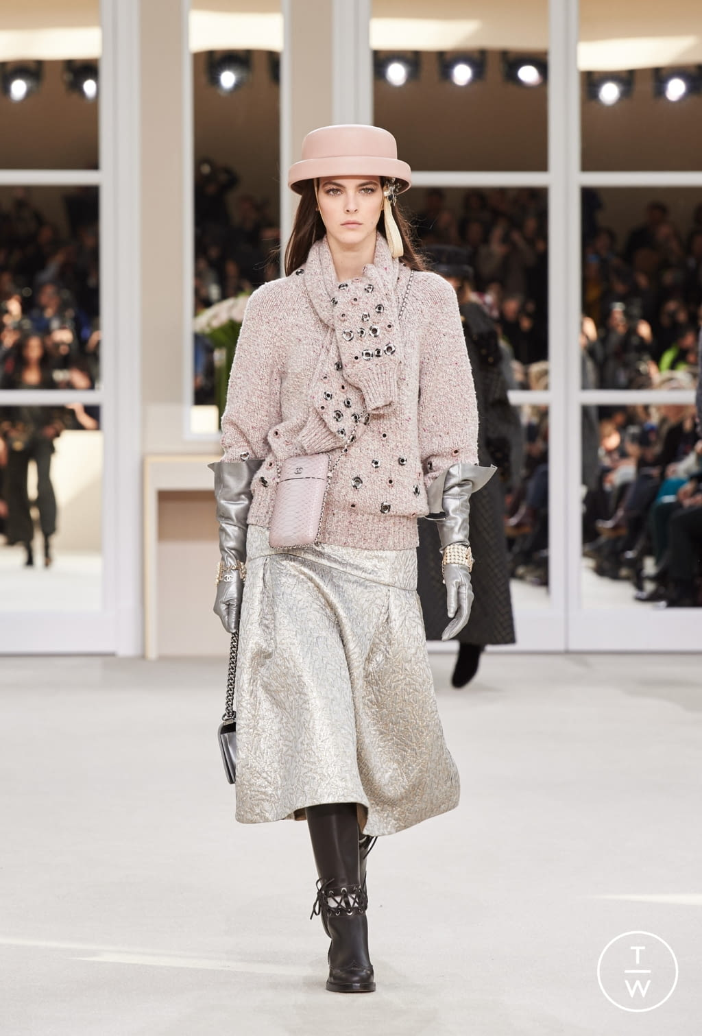 Fashion Week Paris Fall/Winter 2016 look 36 from the Chanel collection womenswear