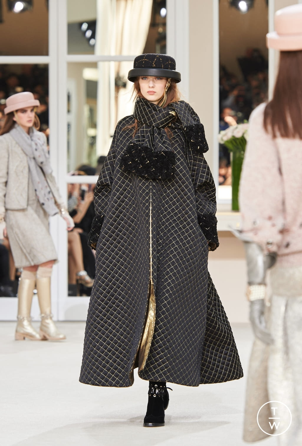 Fashion Week Paris Fall/Winter 2016 look 37 from the Chanel collection womenswear