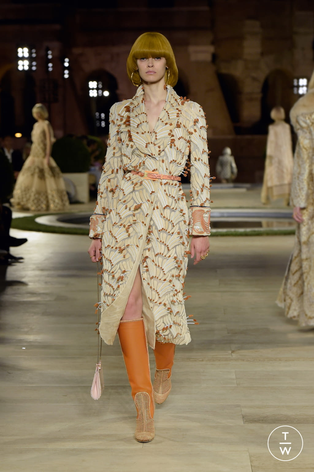 Fashion Week Milan Fall/Winter 2019 look 37 from the Fendi collection couture