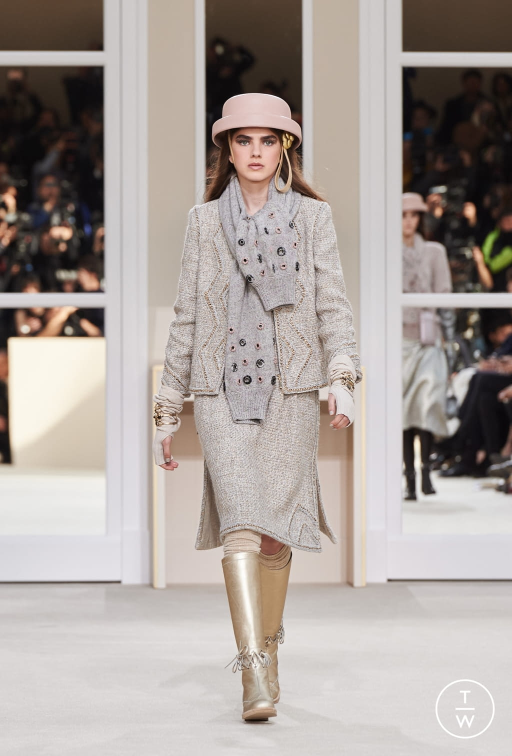 Fashion Week Paris Fall/Winter 2016 look 38 from the Chanel collection womenswear