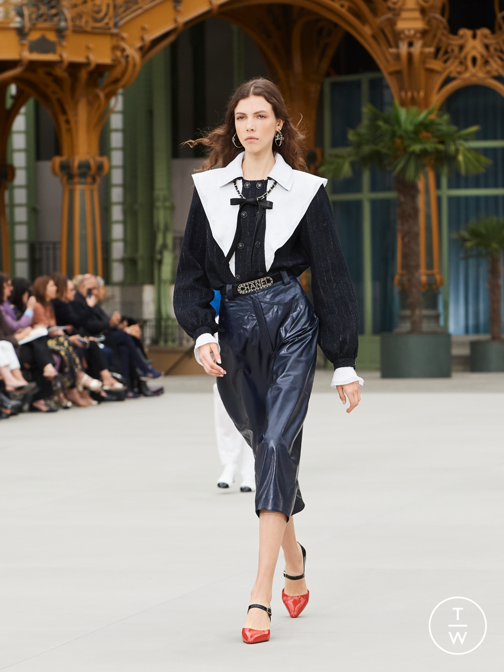 Fashion Week Paris Resort 2020 look 38 from the Chanel collection womenswear