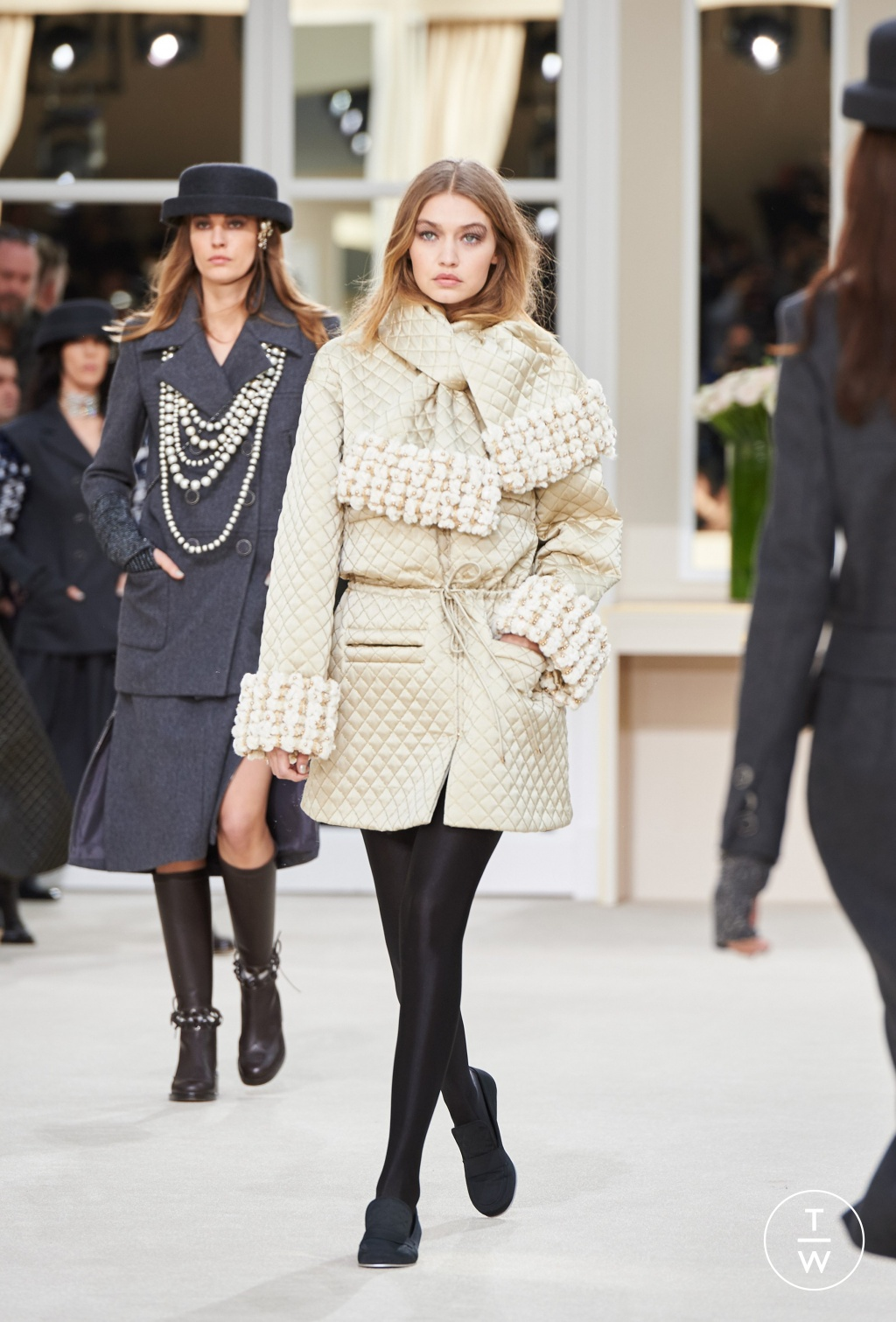 Fashion Week Paris Fall/Winter 2016 look 39 from the Chanel collection womenswear