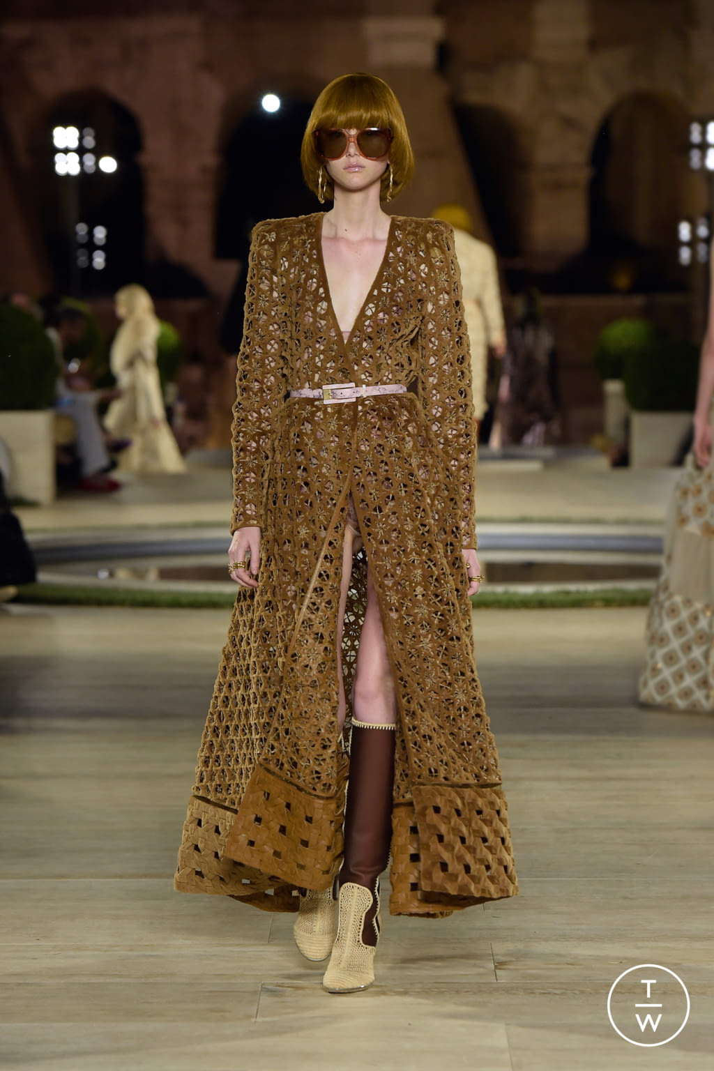Fashion Week Milan Fall/Winter 2019 look 39 from the Fendi collection couture