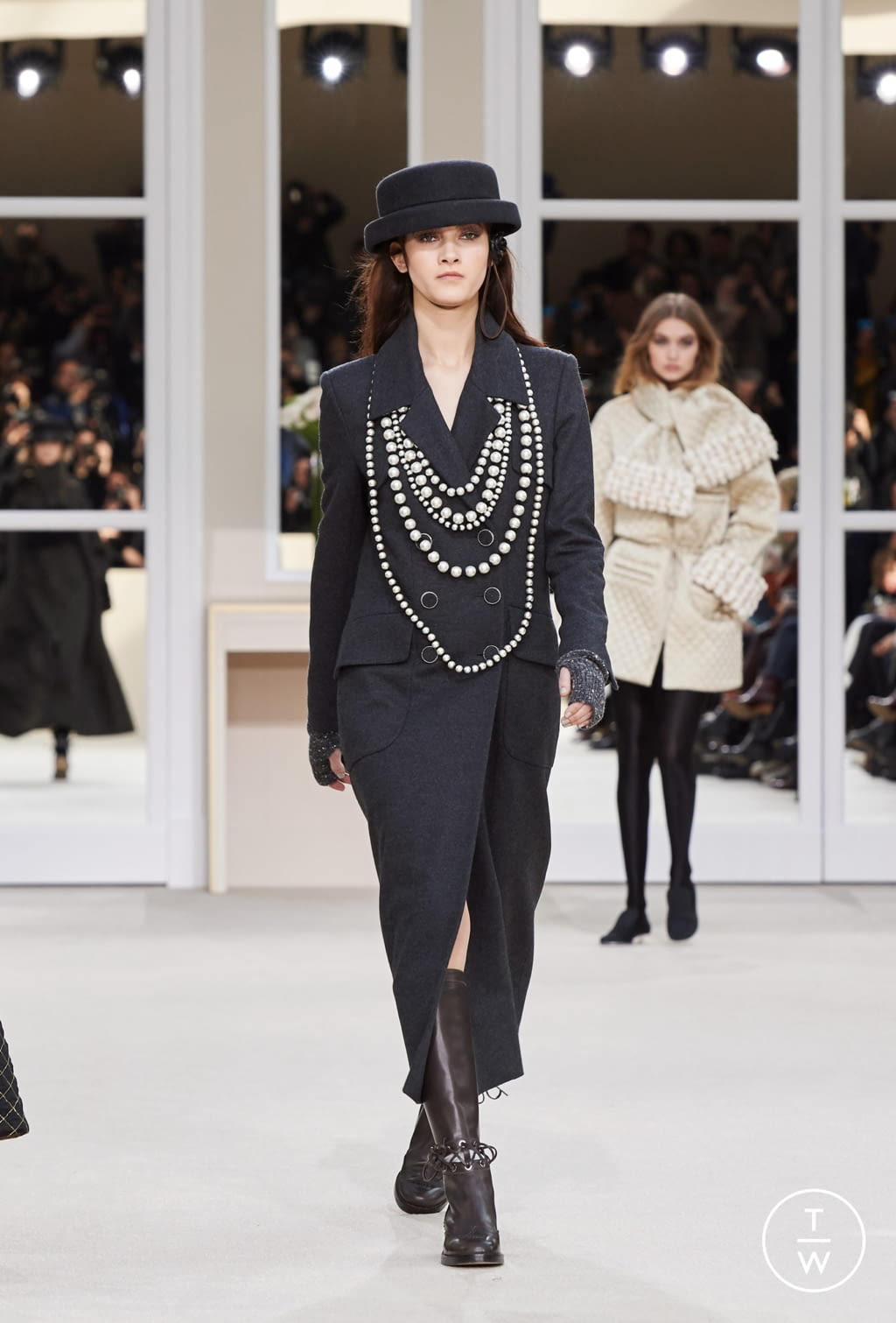 Fashion Week Paris Fall/Winter 2016 look 40 from the Chanel collection womenswear