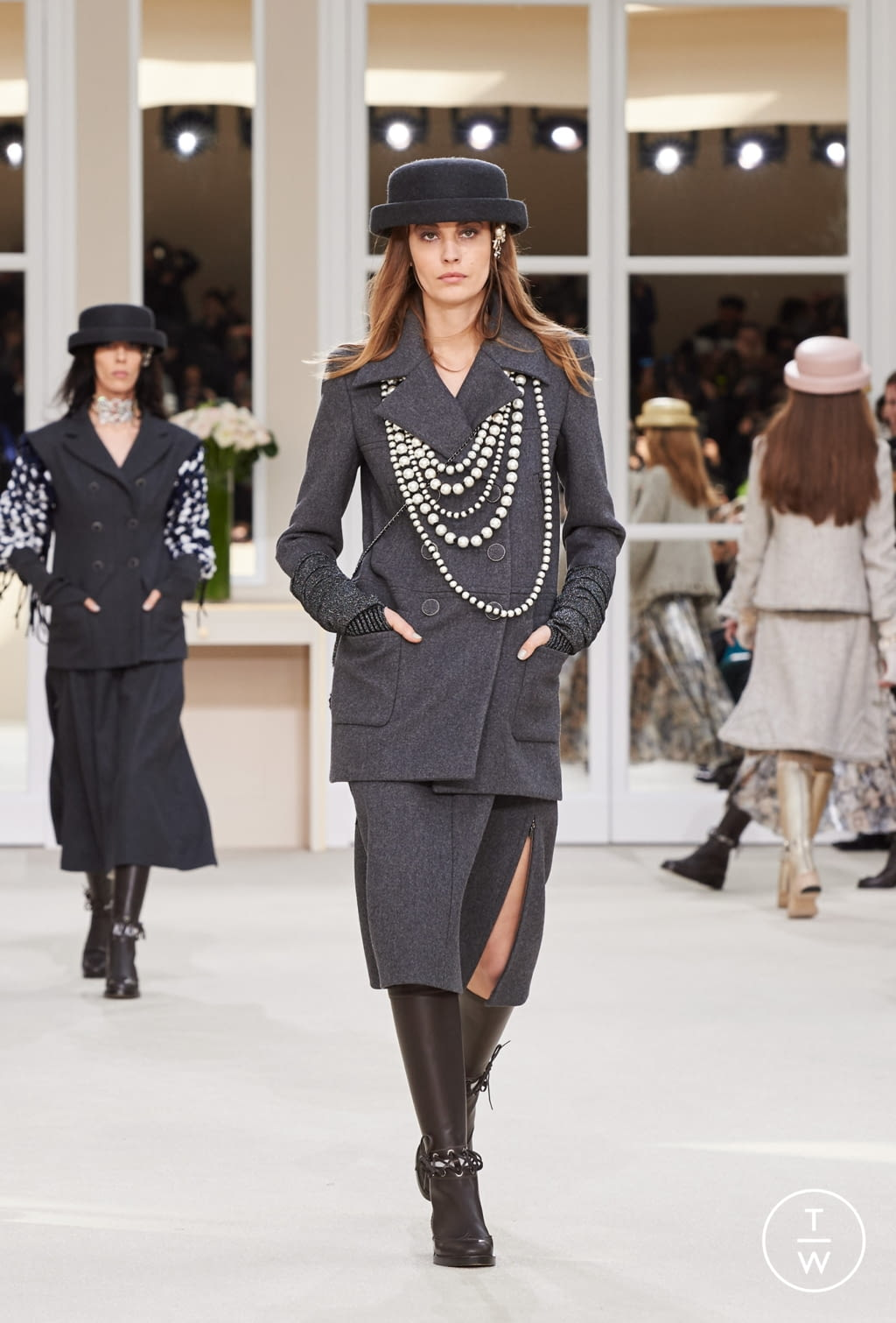 Fashion Week Paris Fall/Winter 2016 look 42 from the Chanel collection womenswear