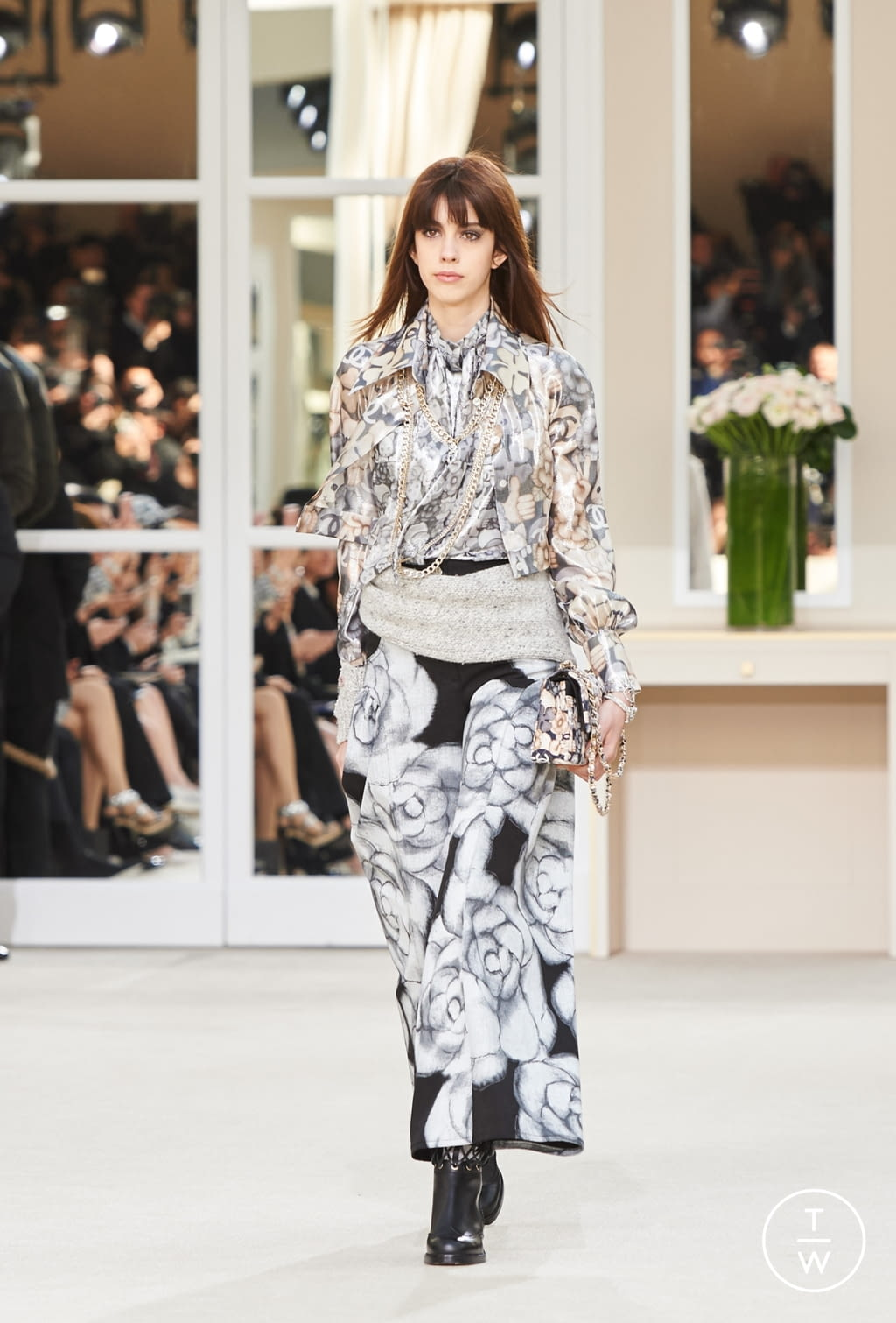 Fashion Week Paris Fall/Winter 2016 look 43 from the Chanel collection womenswear