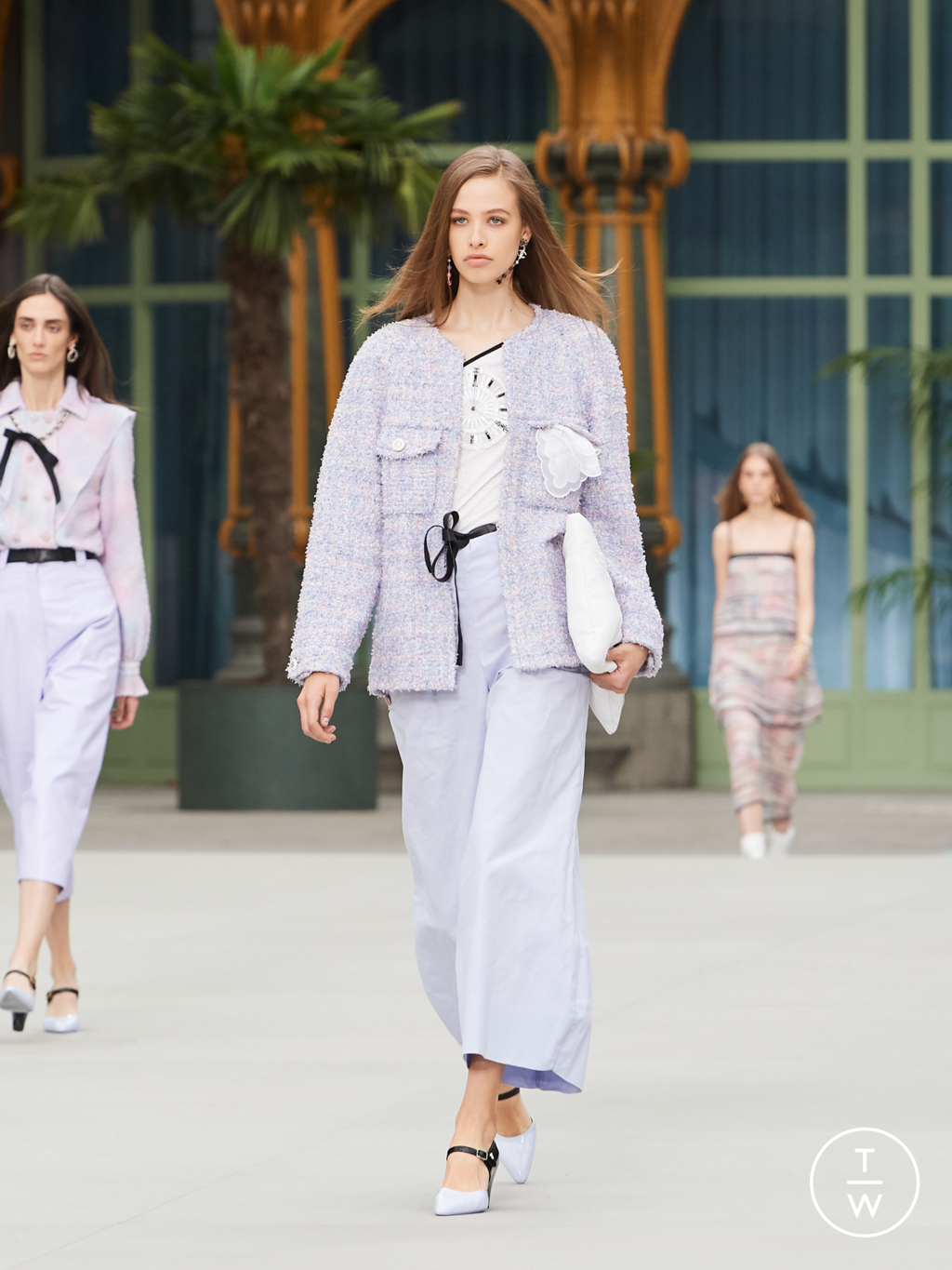 Fashion Week Paris Resort 2020 look 44 from the Chanel collection womenswear