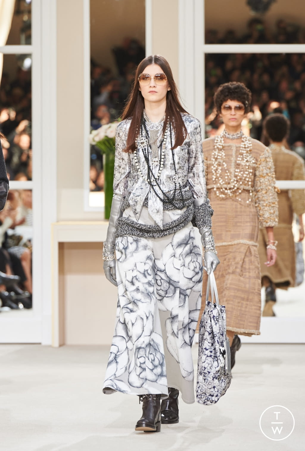 Fashion Week Paris Fall/Winter 2016 look 47 from the Chanel collection womenswear