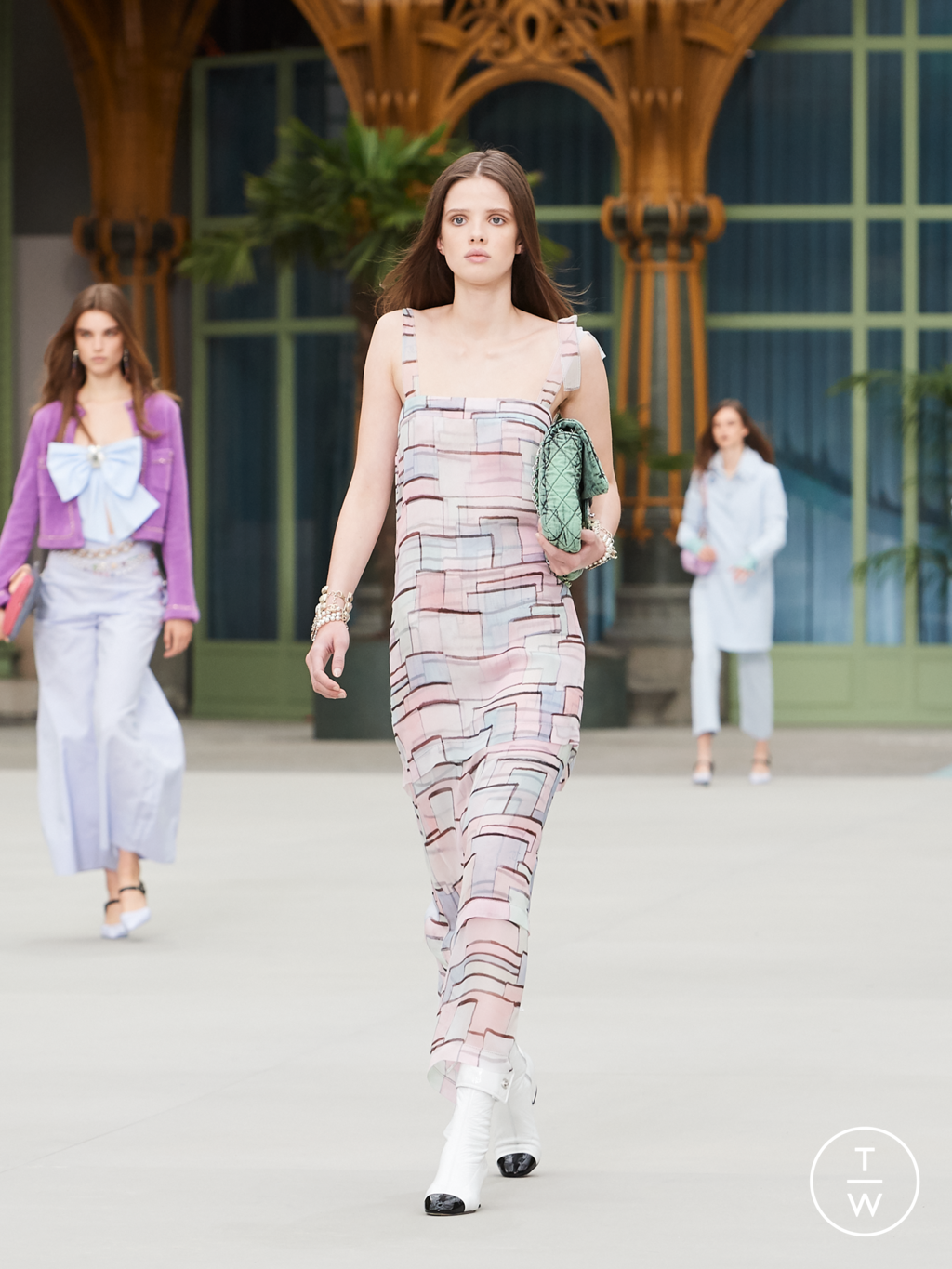 Fashion Week Paris Resort 2020 look 48 from the Chanel collection womenswear