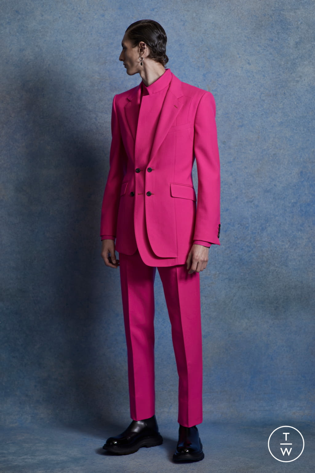 Fashion Week London Spring/Summer 2020 look 5 from the Alexander McQueen collection menswear