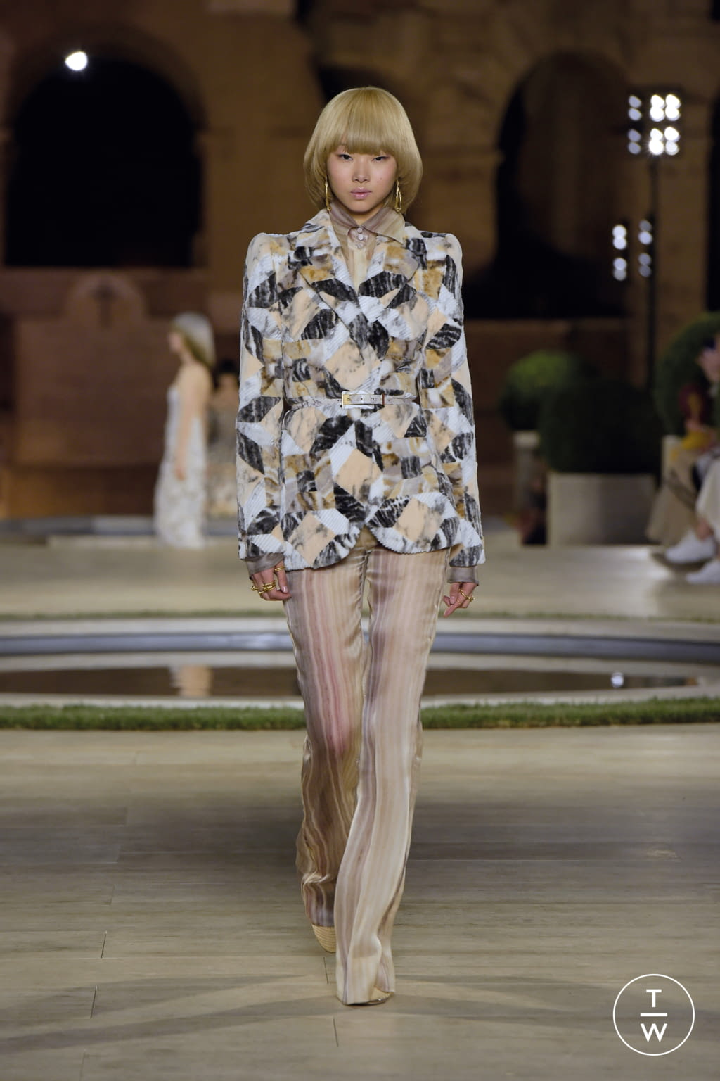 Fashion Week Milan Fall/Winter 2019 look 51 from the Fendi collection couture
