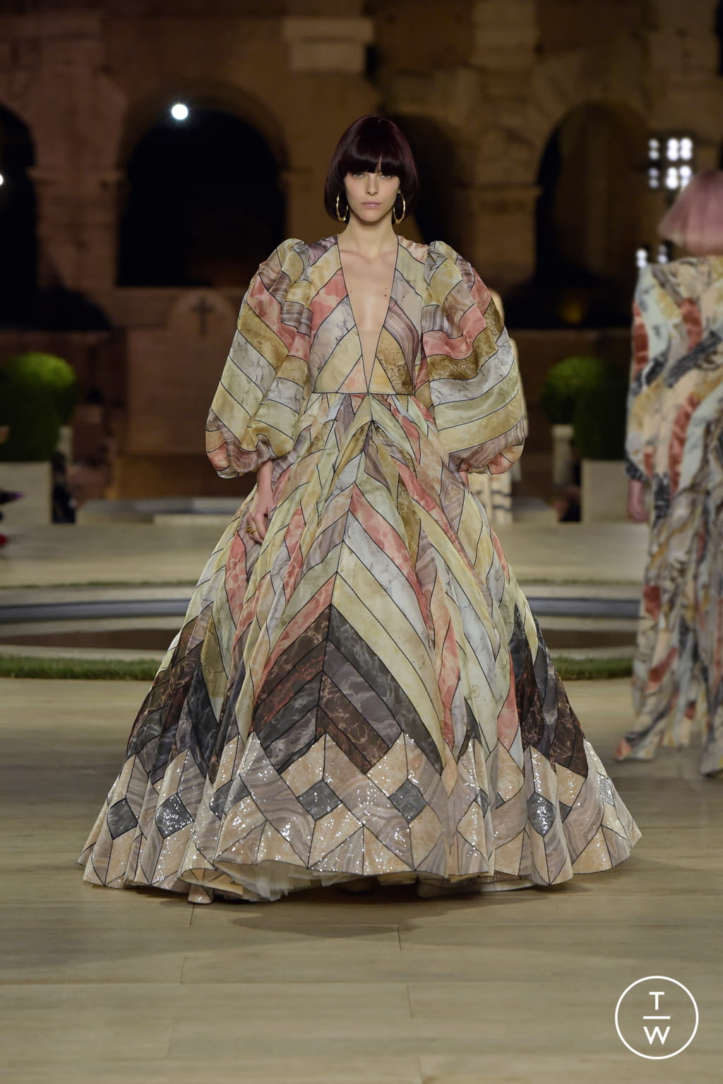 Fashion Week Milan Fall/Winter 2019 look 53 from the Fendi collection couture