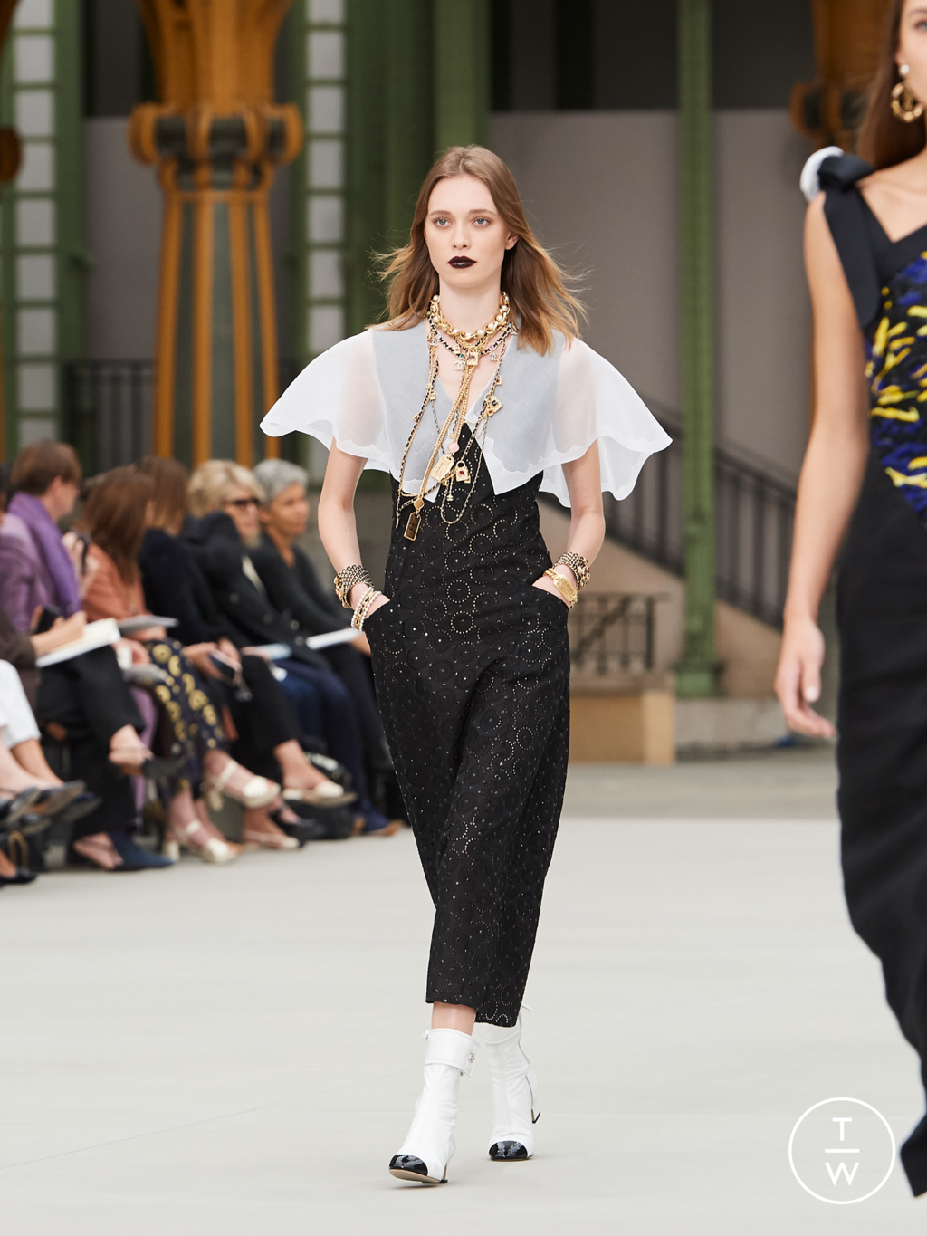 Fashion Week Paris Resort 2020 look 59 from the Chanel collection womenswear