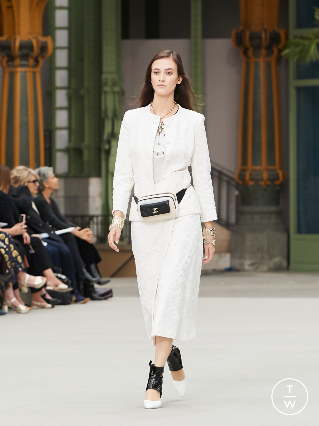 Fashion Week Paris Resort 2020 look 61 from the Chanel collection womenswear
