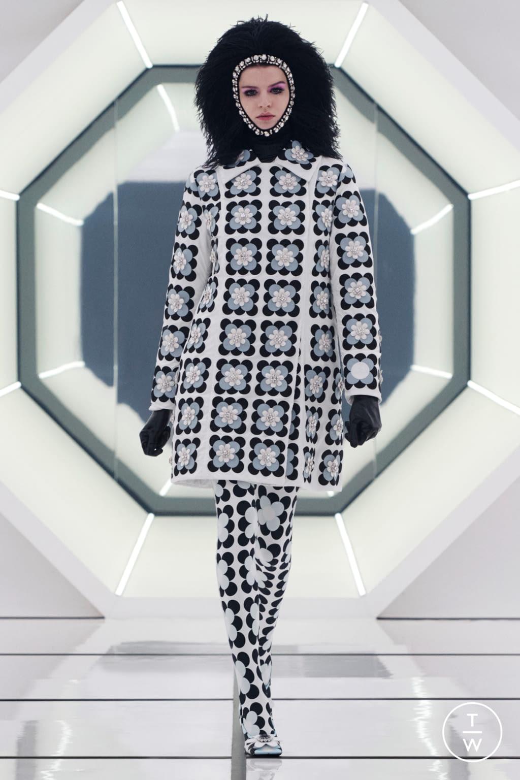 Fashion Week Milan Fall/Winter 2020 look 5 de la collection 8 Moncler Richard Quinn womenswear