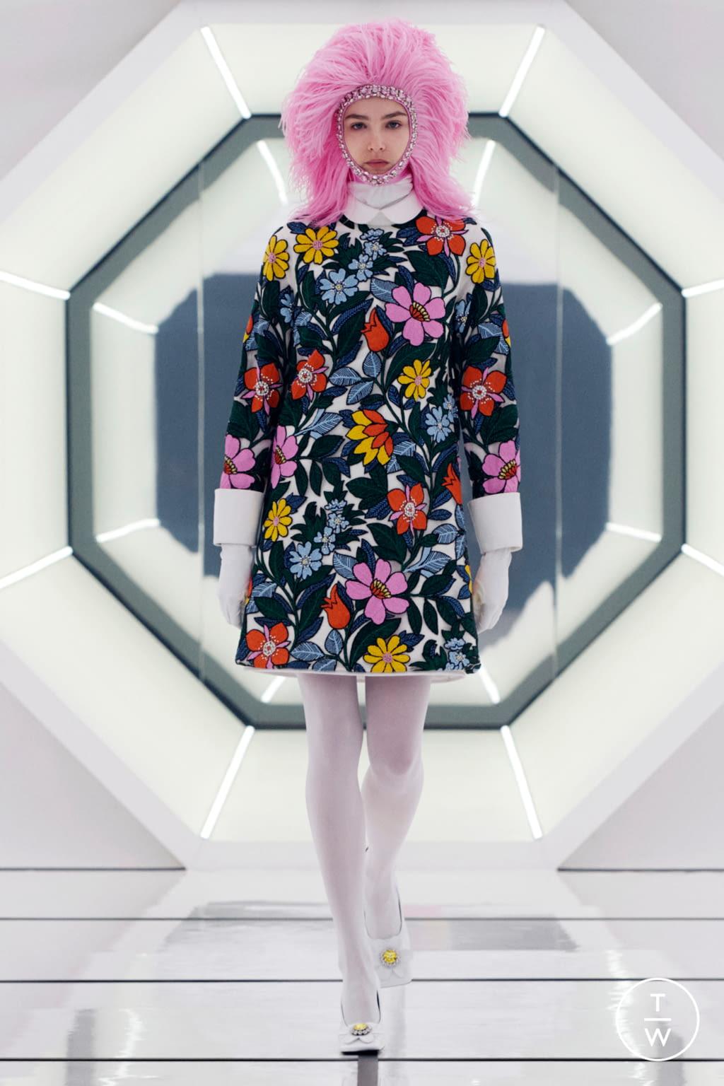 Fashion Week Milan Fall/Winter 2020 look 7 de la collection 8 Moncler Richard Quinn womenswear