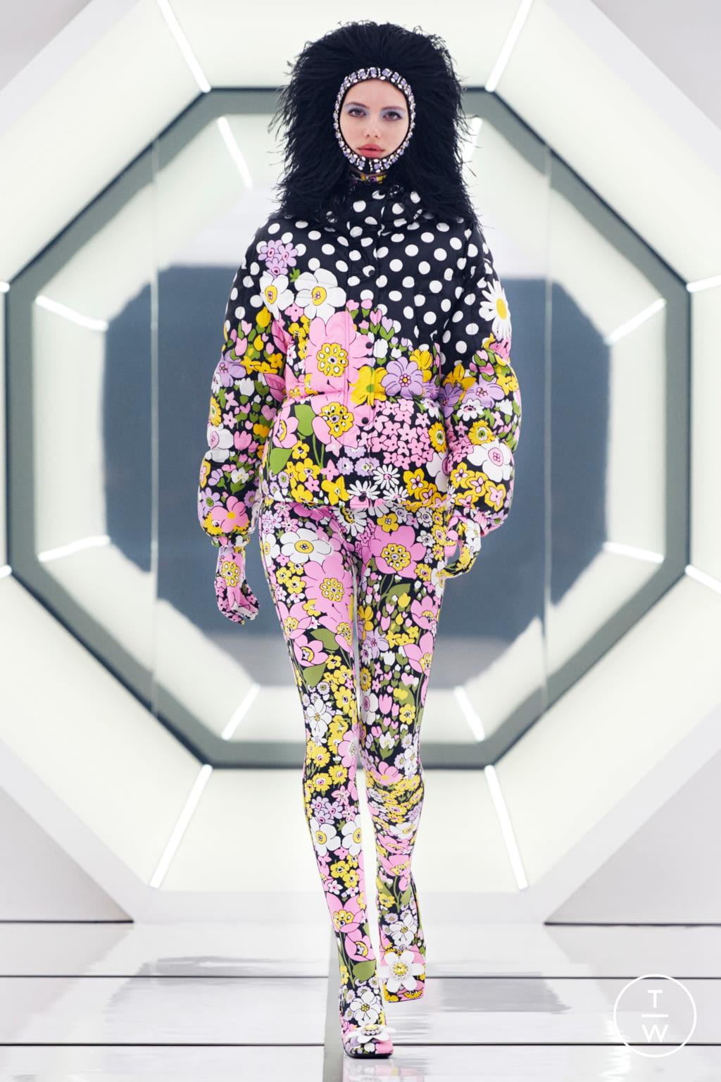 Fashion Week Milan Fall/Winter 2020 look 21 de la collection 8 Moncler Richard Quinn womenswear