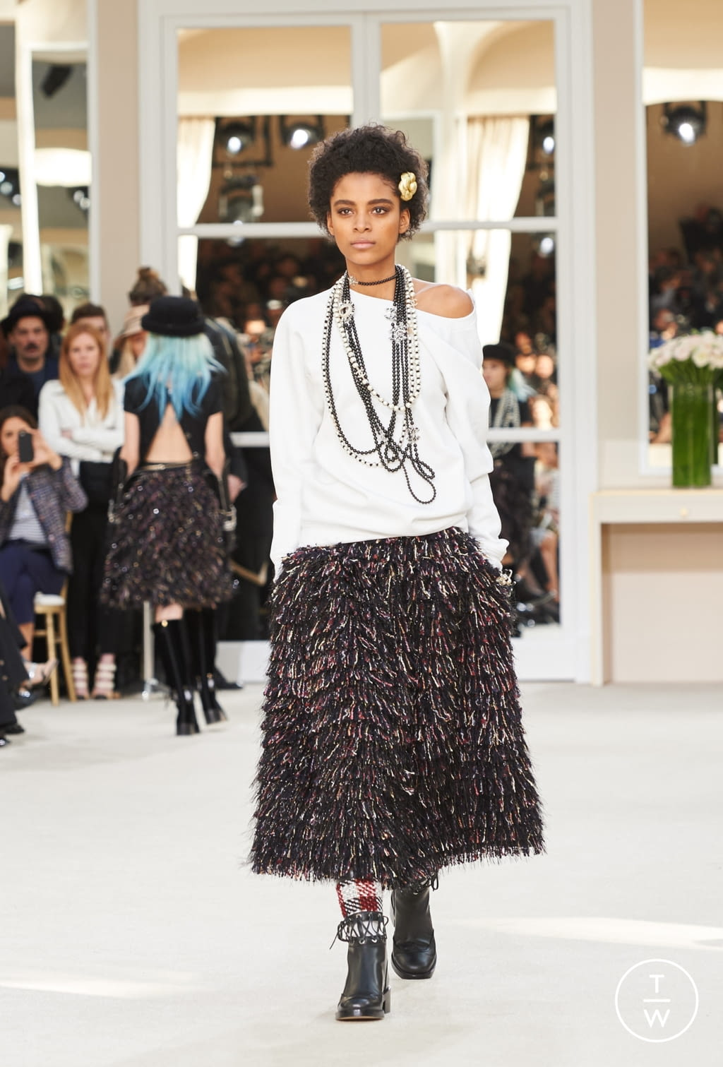 Fashion Week Paris Fall/Winter 2016 look 83 from the Chanel collection womenswear