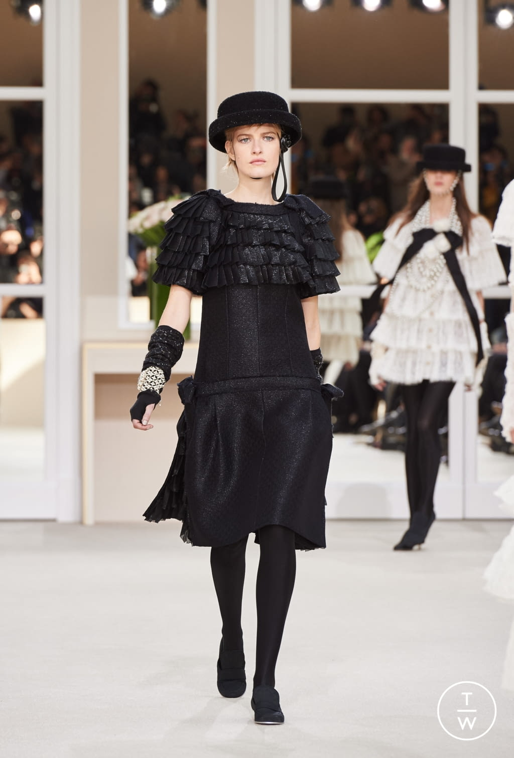 Fashion Week Paris Fall/Winter 2016 look 86 from the Chanel collection womenswear