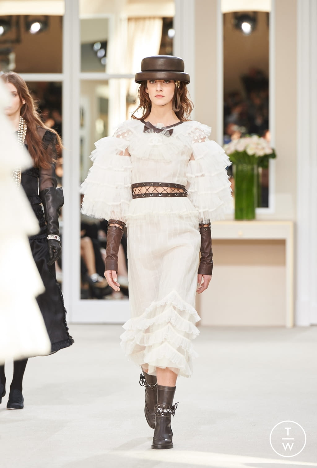 Fashion Week Paris Fall/Winter 2016 look 89 from the Chanel collection womenswear