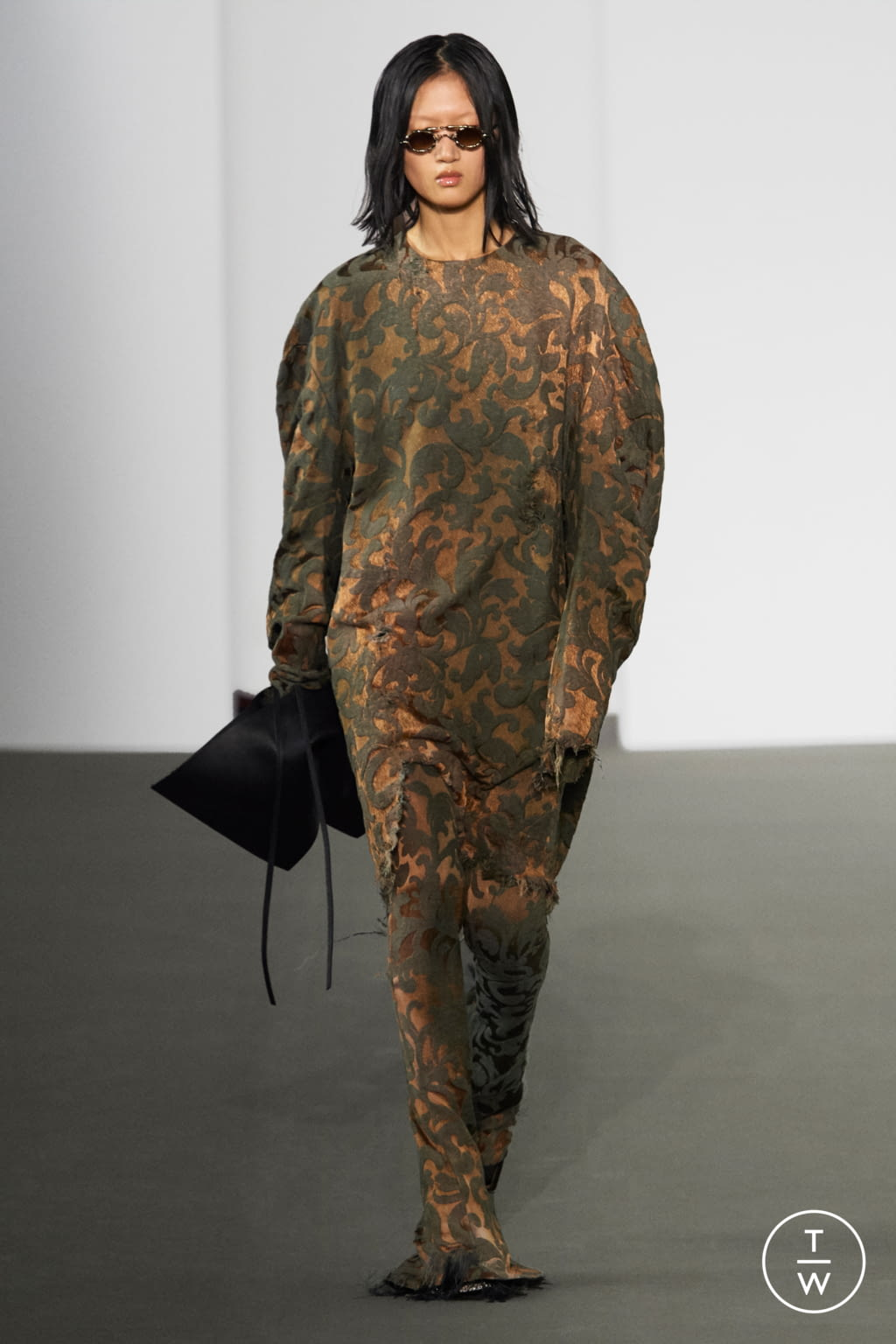 Fashion Week Paris Fall/Winter 2020 look 4 from the Acne Studios collection womenswear