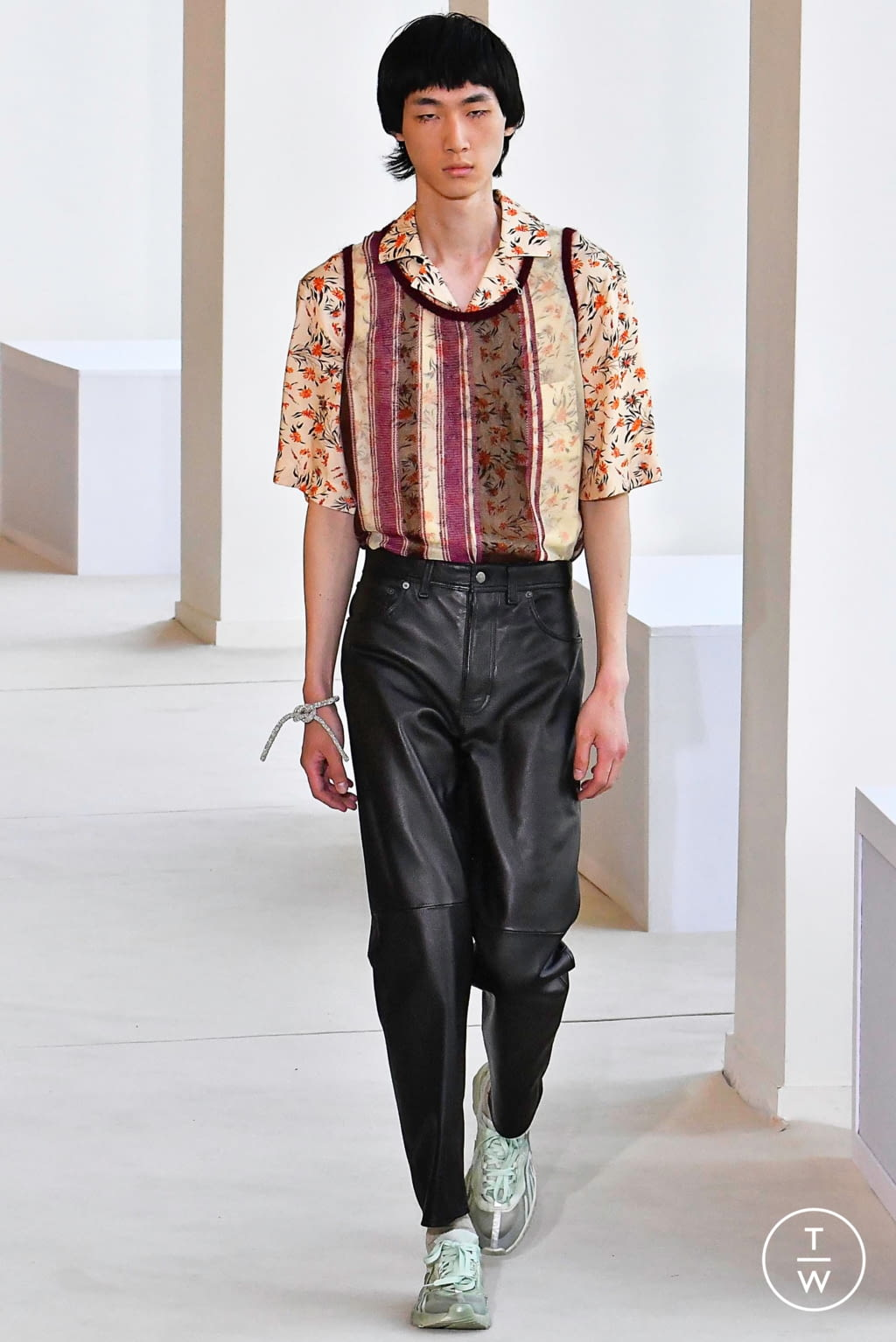 Fashion Week Paris Spring/Summer 2020 look 25 from the Acne Studios collection menswear