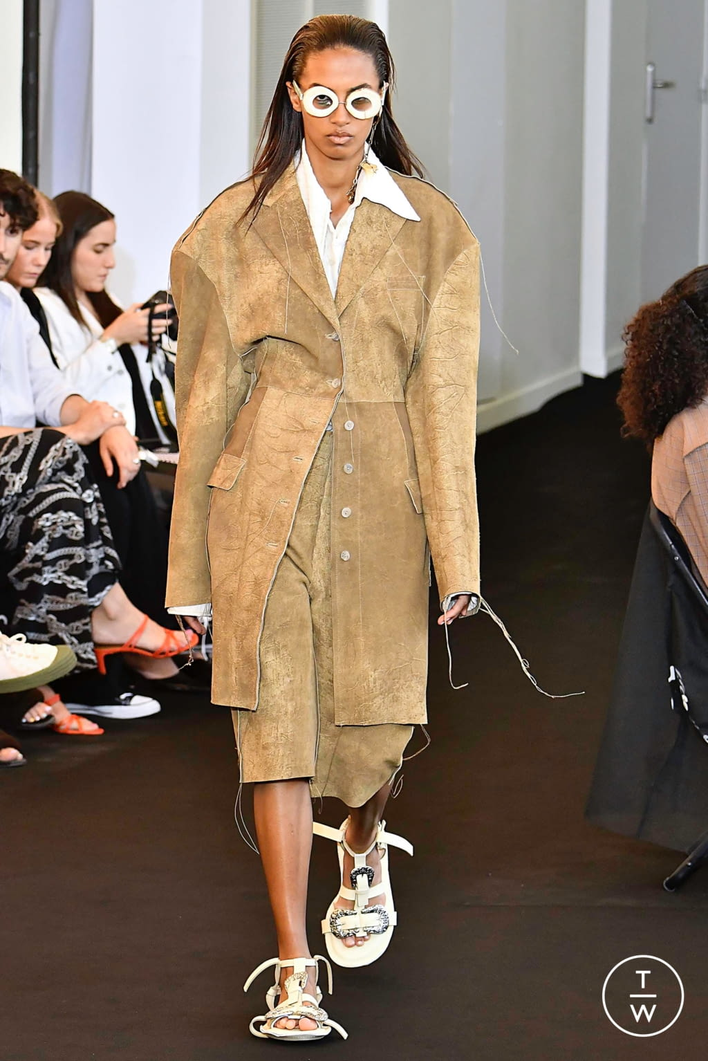 Fashion Week Paris Spring/Summer 2020 look 7 from the Acne Studios collection 女装