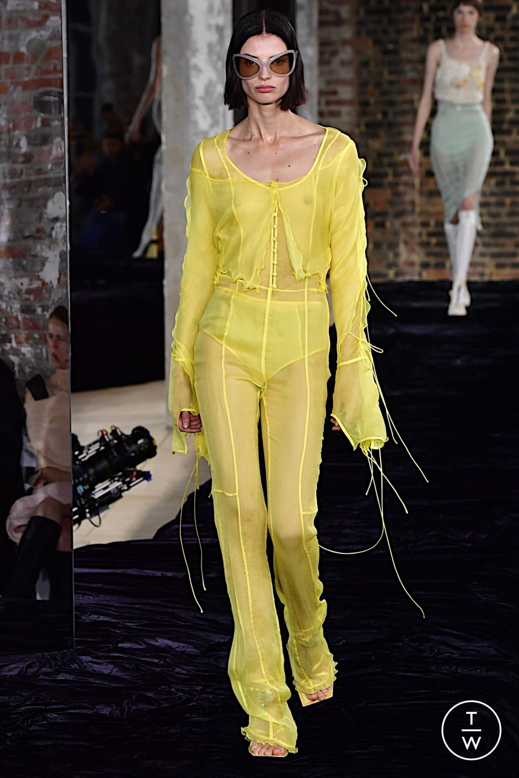 Fashion Week Paris Spring/Summer 2022 look 27 from the Acne Studios collection womenswear