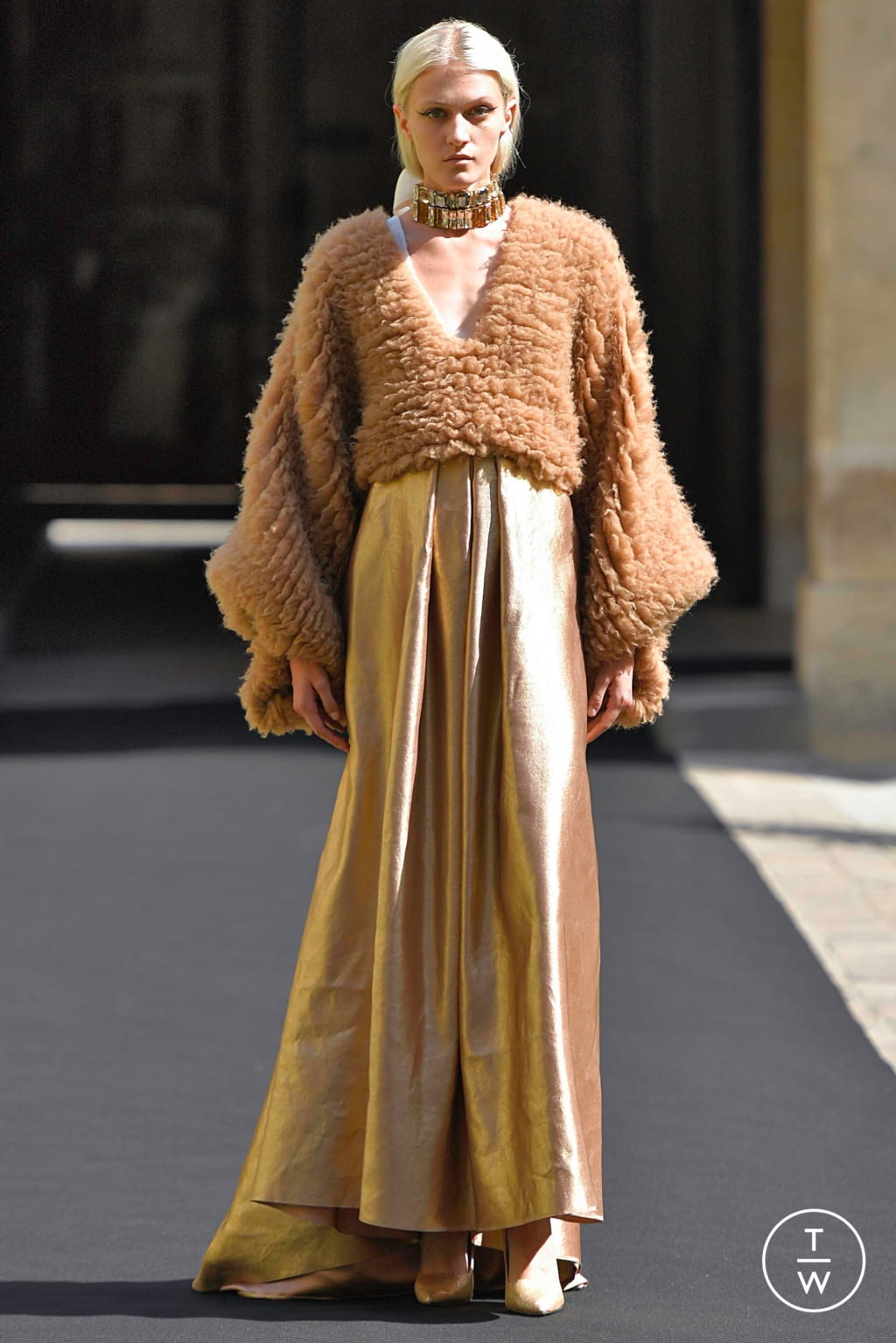 Fashion Week Paris Fall/Winter 2019 look 2 from the Aelis collection couture
