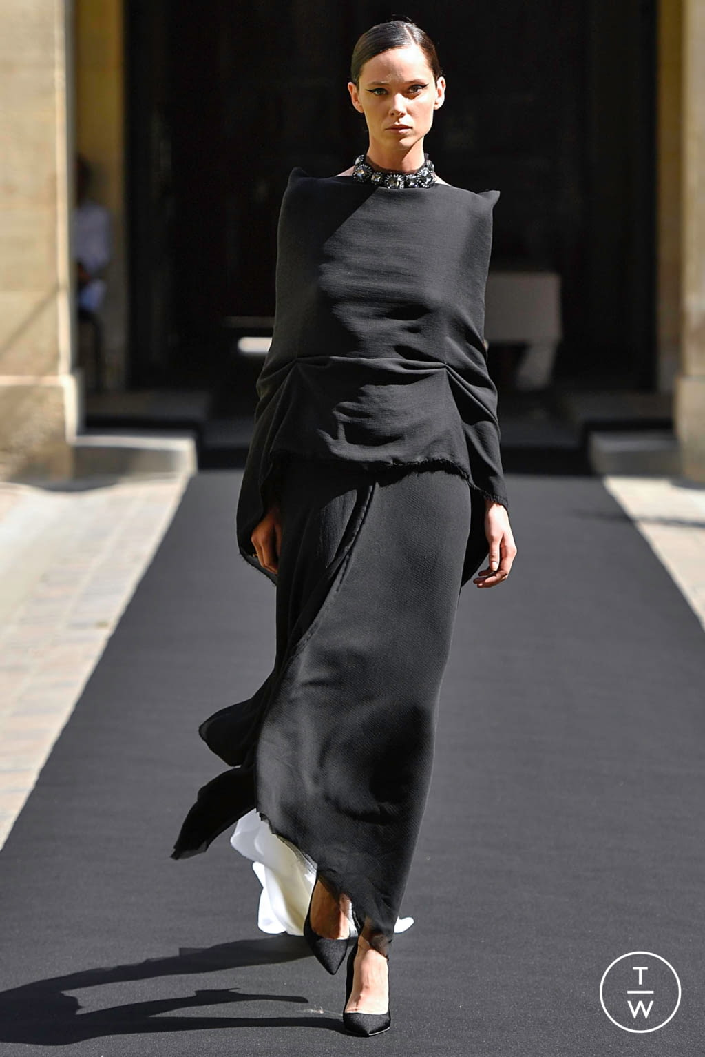 Fashion Week Paris Fall/Winter 2019 look 7 from the Aelis collection couture