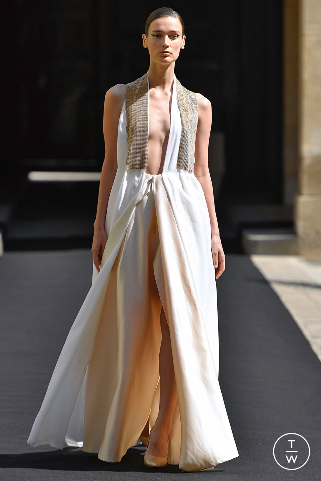 Fashion Week Paris Fall/Winter 2019 look 12 from the Aelis collection couture