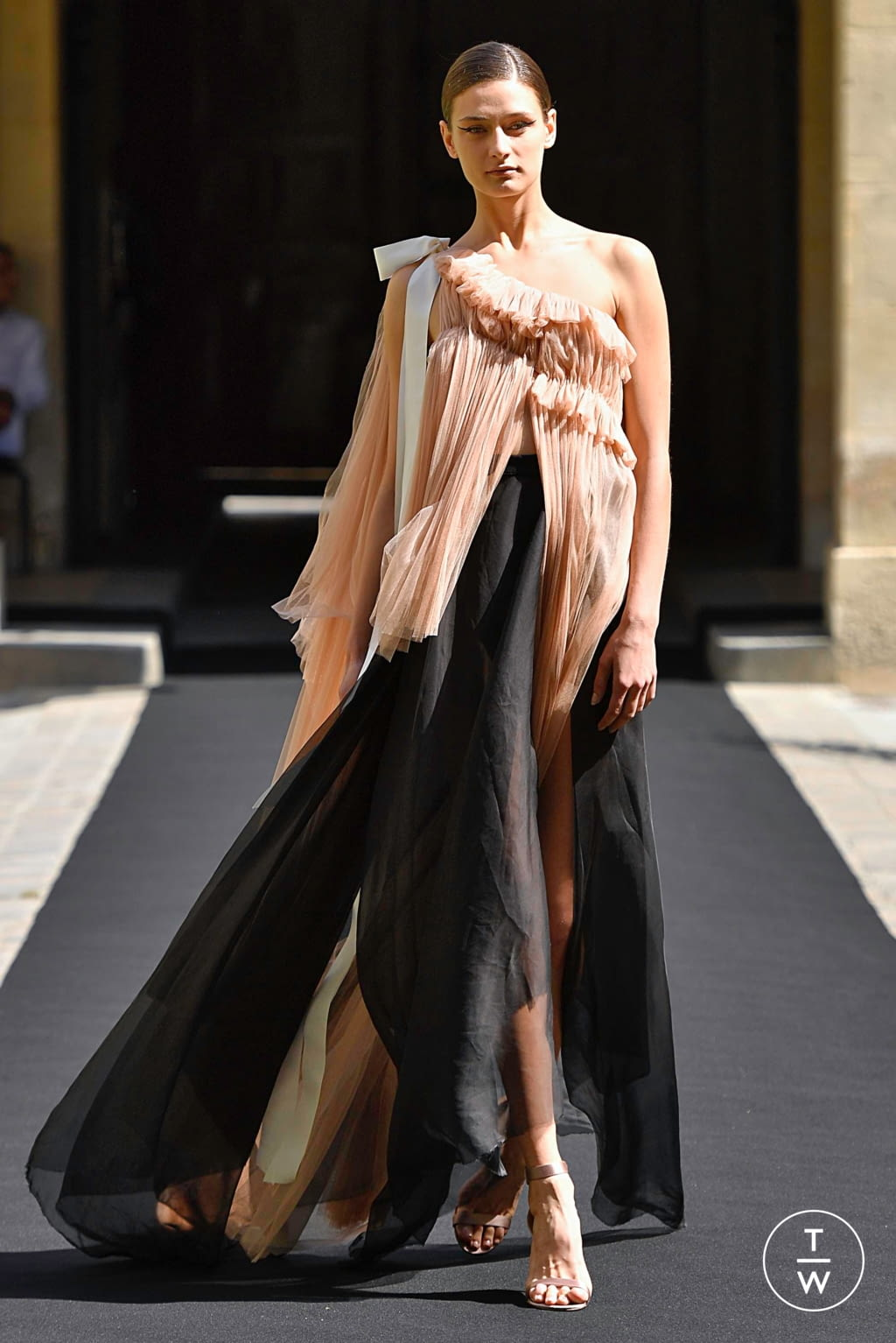 Fashion Week Paris Fall/Winter 2019 look 17 from the Aelis collection couture