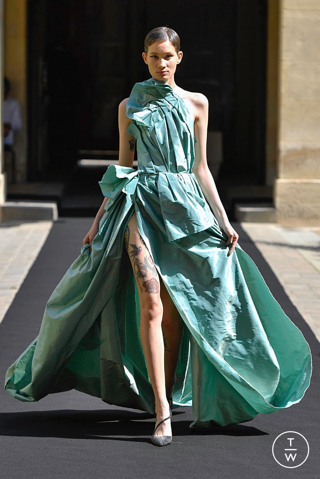 Fashion Week Paris Fall/Winter 2019 look 21 from the Aelis collection couture