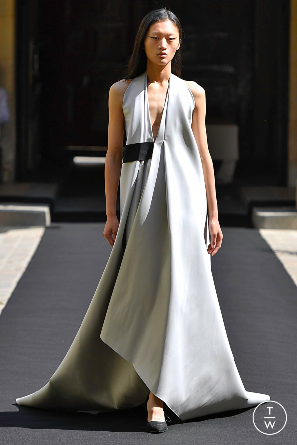 Fashion Week Paris Fall/Winter 2019 look 20 from the Aelis collection couture