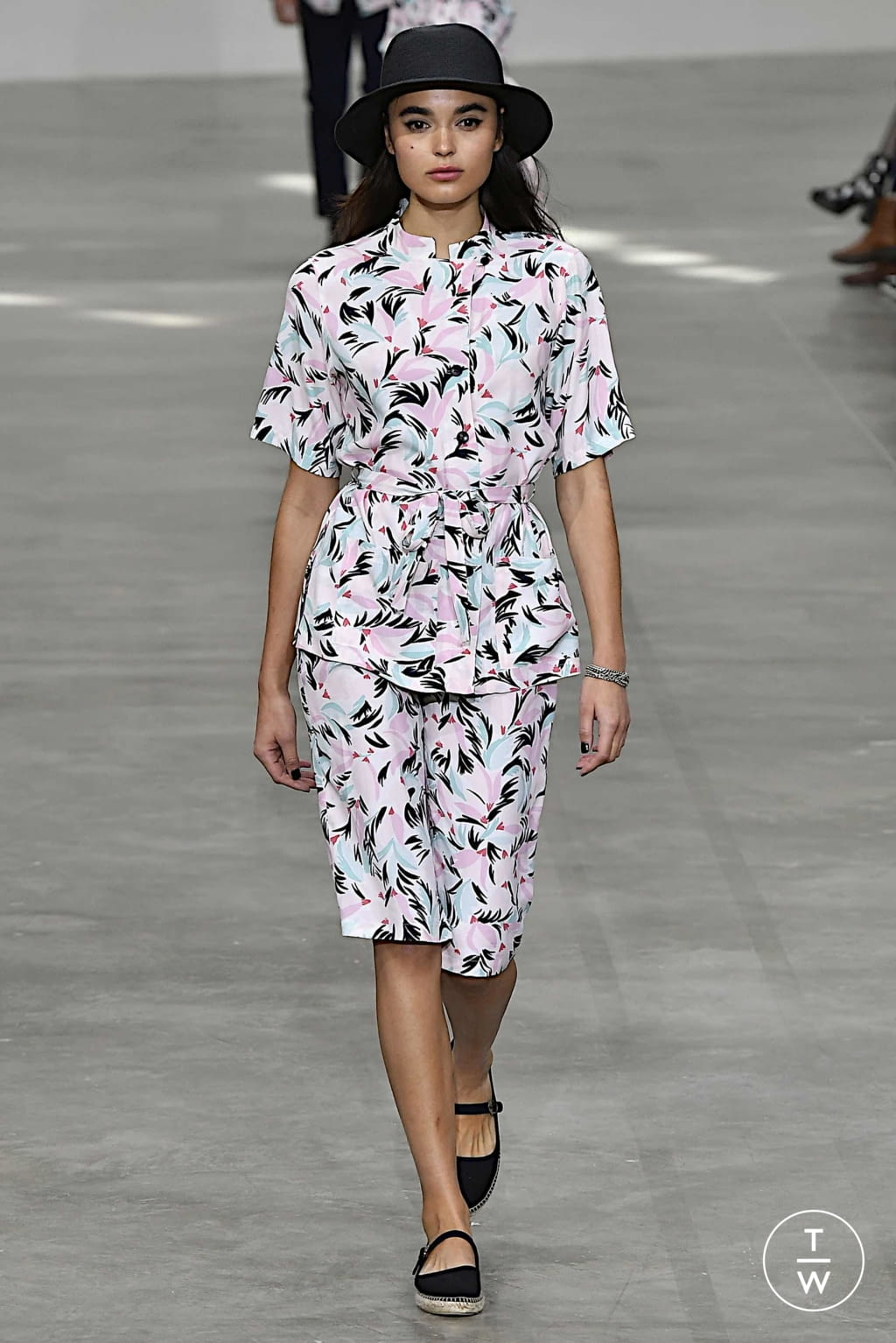 Fashion Week Paris Spring/Summer 2020 look 11 from the Agnès B collection womenswear
