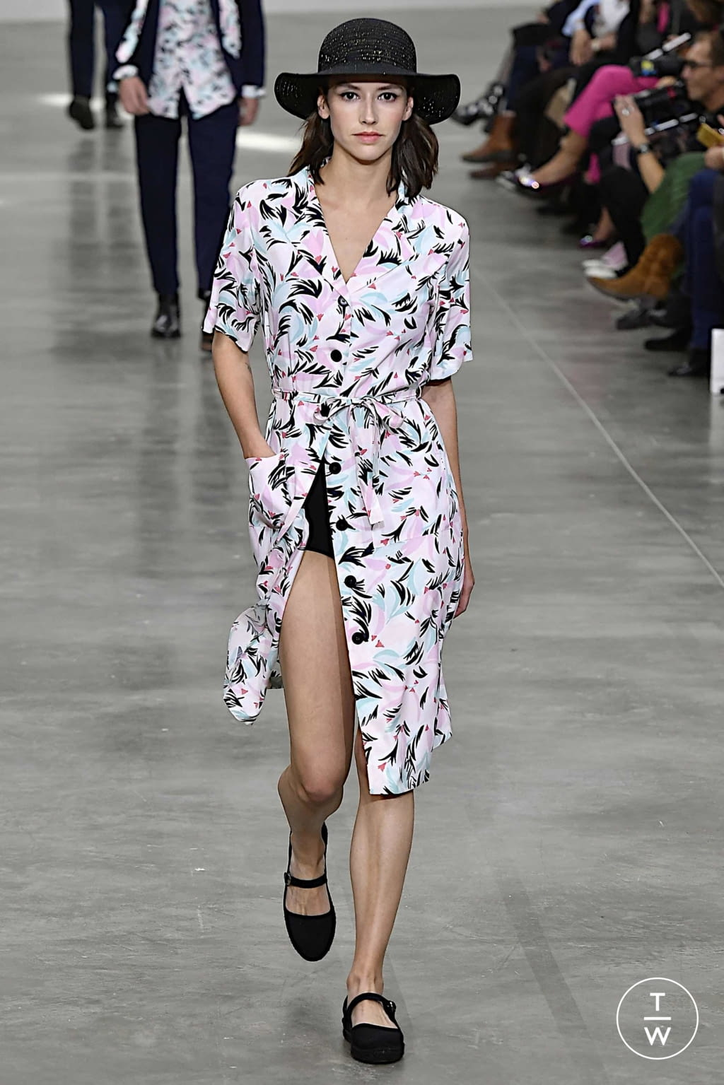 Fashion Week Paris Spring/Summer 2020 look 12 from the Agnès B collection womenswear
