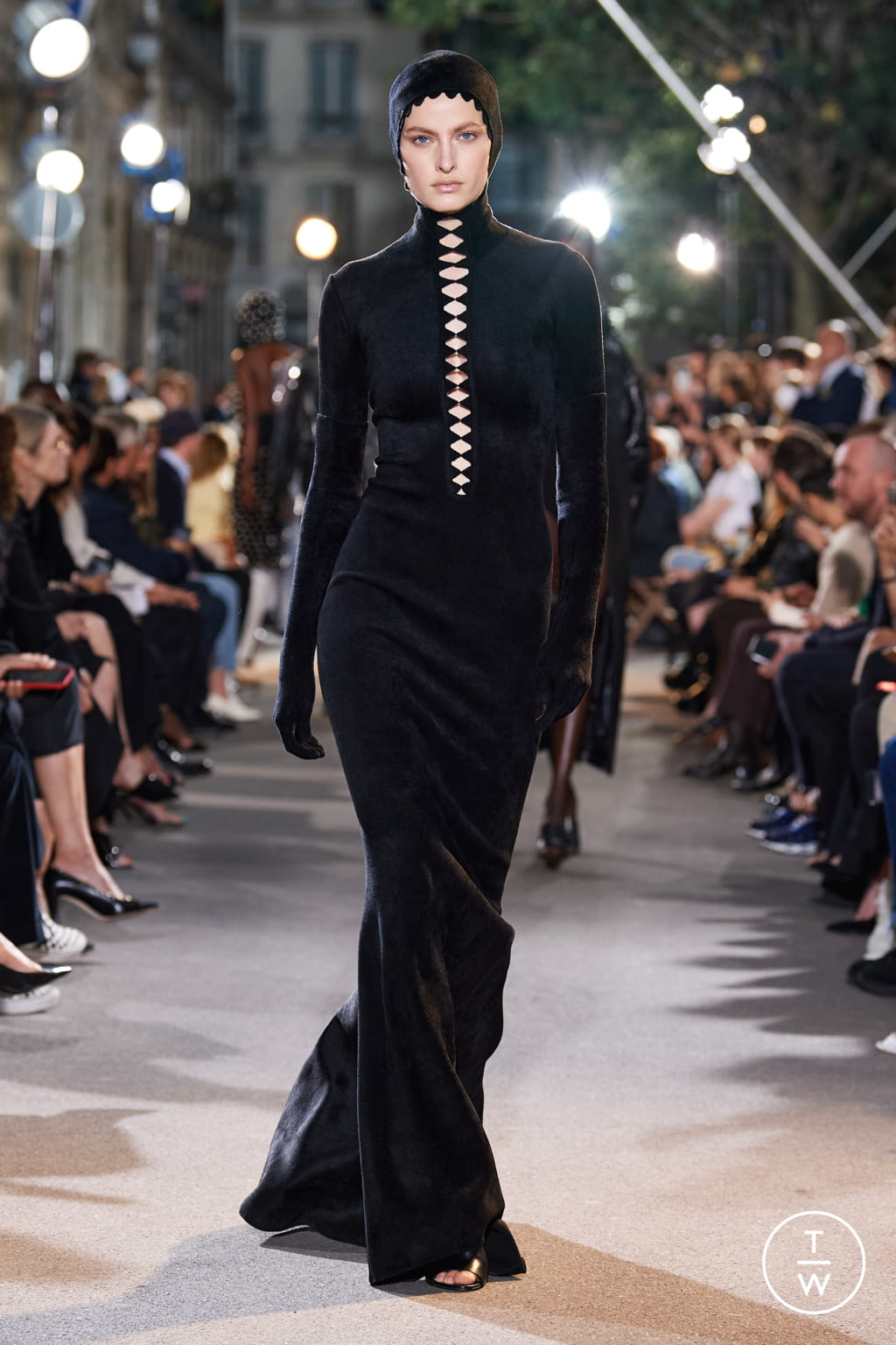 Fashion Week Paris Spring/Summer 2022 look 30 from the Alaïa collection womenswear