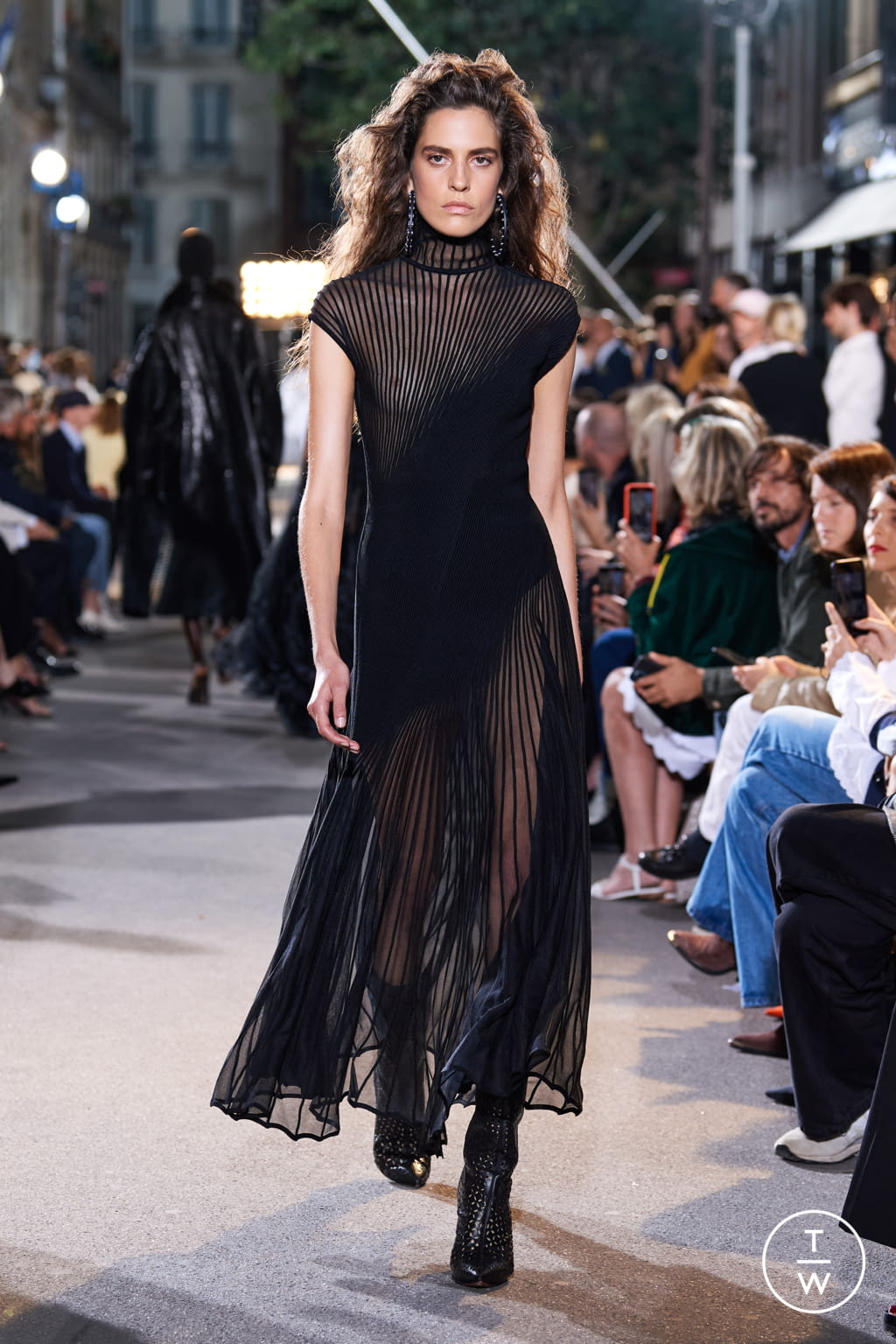 Fashion Week Paris Spring/Summer 2022 look 33 from the Alaïa collection womenswear