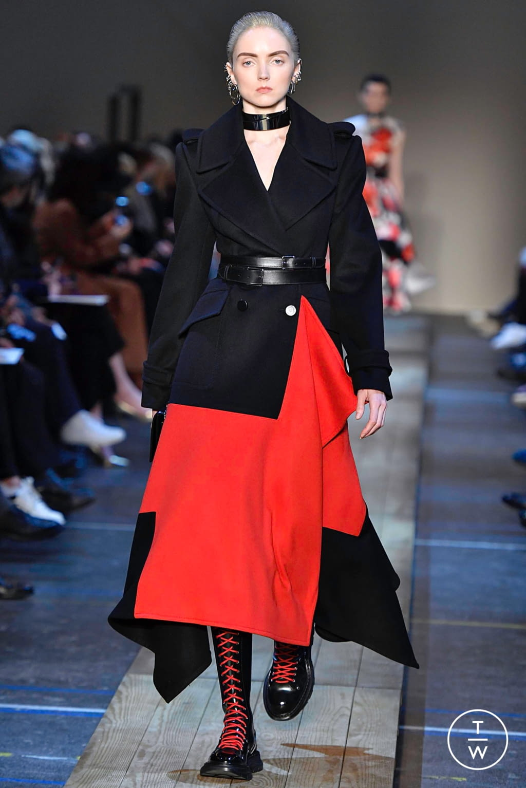 Fashion Week Paris Fall/Winter 2019 look 8 from the Alexander McQueen collection womenswear