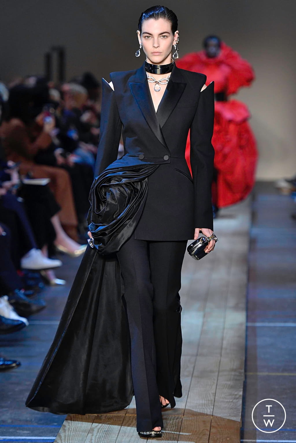 Fashion Week Paris Fall/Winter 2019 look 40 from the Alexander McQueen collection womenswear