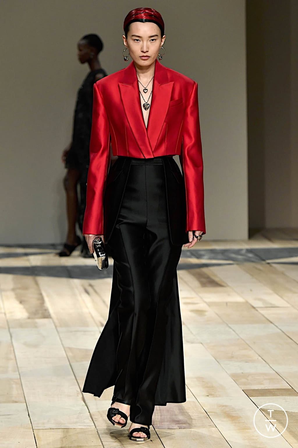 Fashion Week Paris Fall/Winter 2020 look 40 from the Alexander McQueen collection womenswear