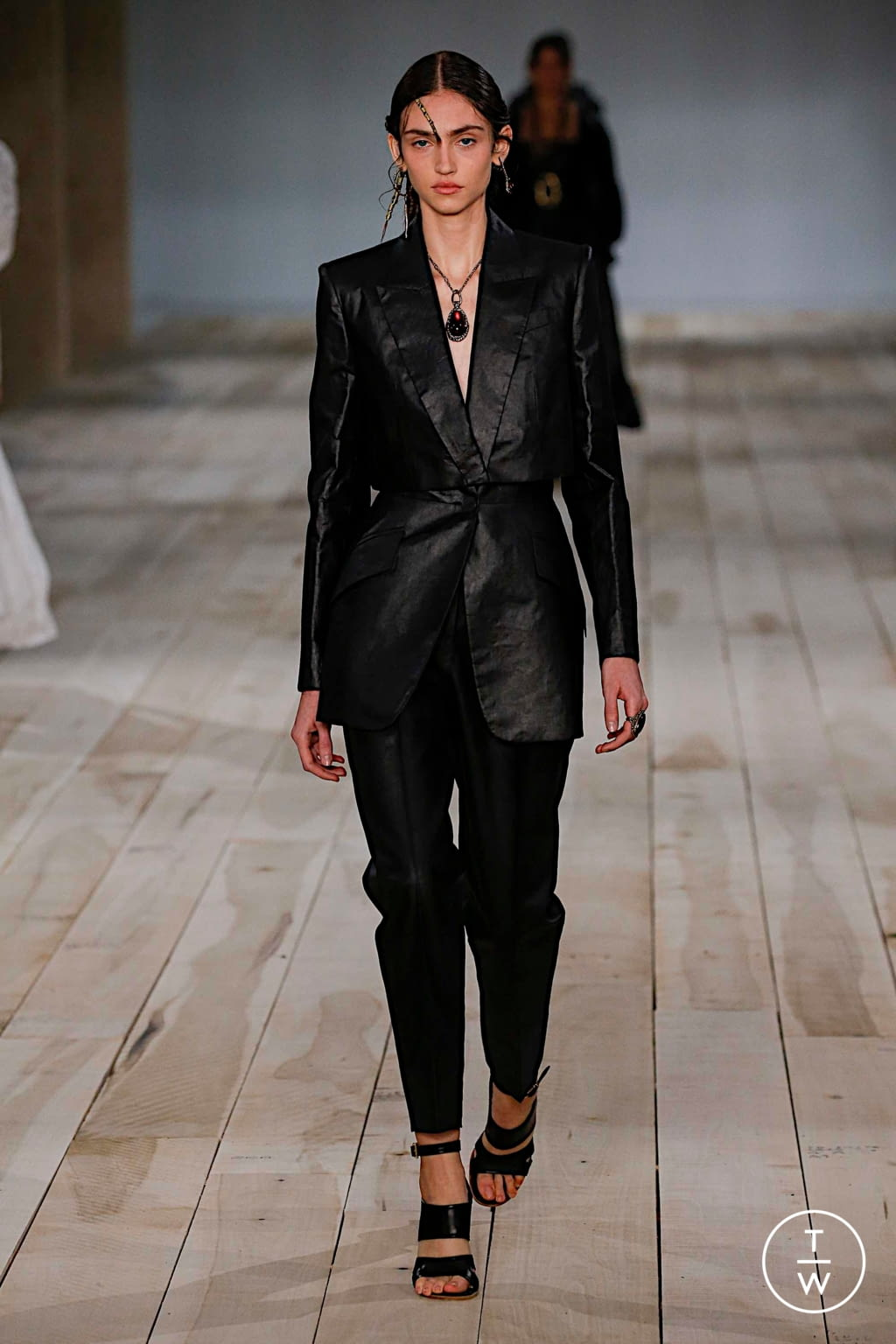 Fashion Week Paris Spring/Summer 2020 look 2 from the Alexander McQueen collection womenswear
