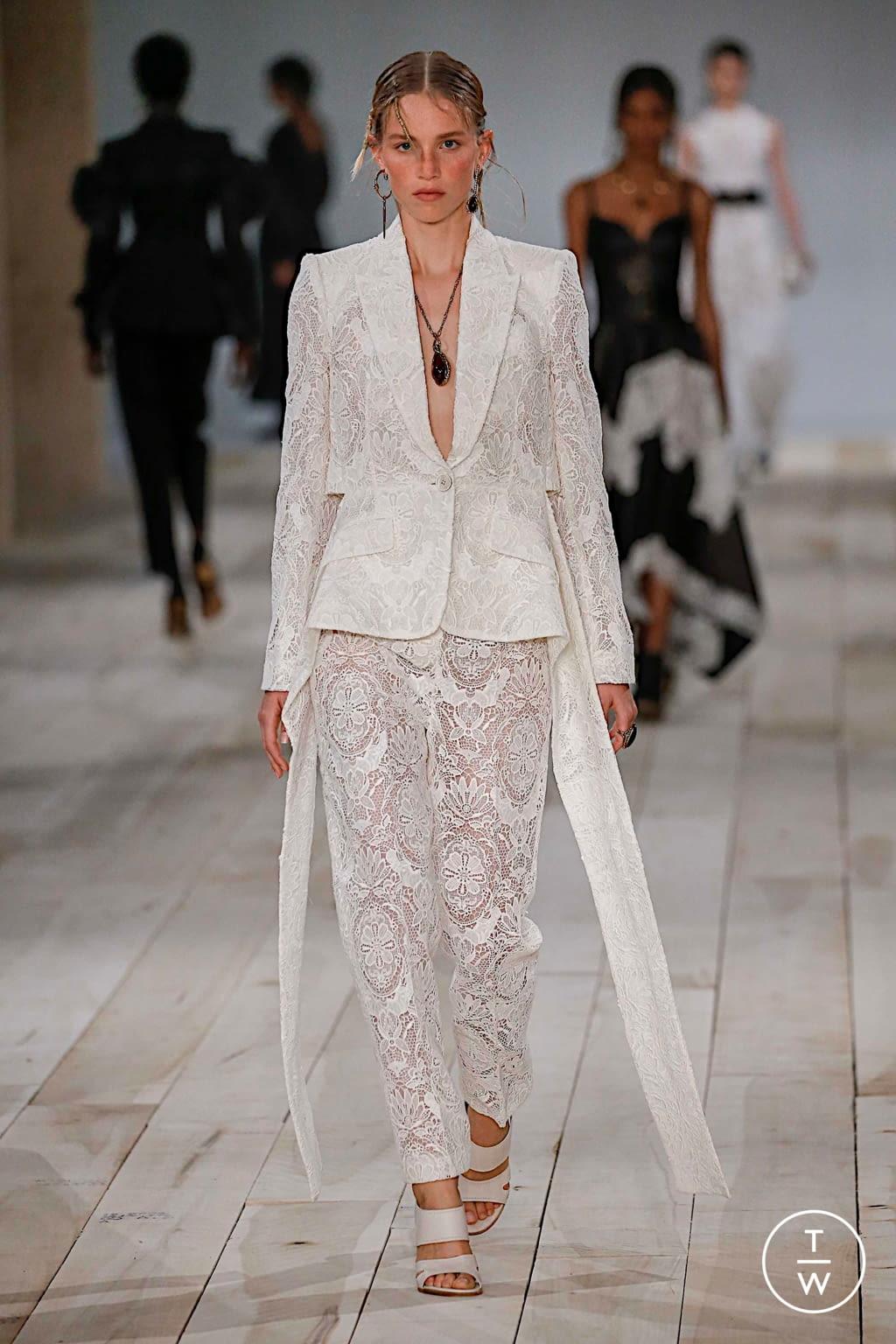 Fashion Week Paris Spring/Summer 2020 look 6 de la collection Alexander McQueen womenswear