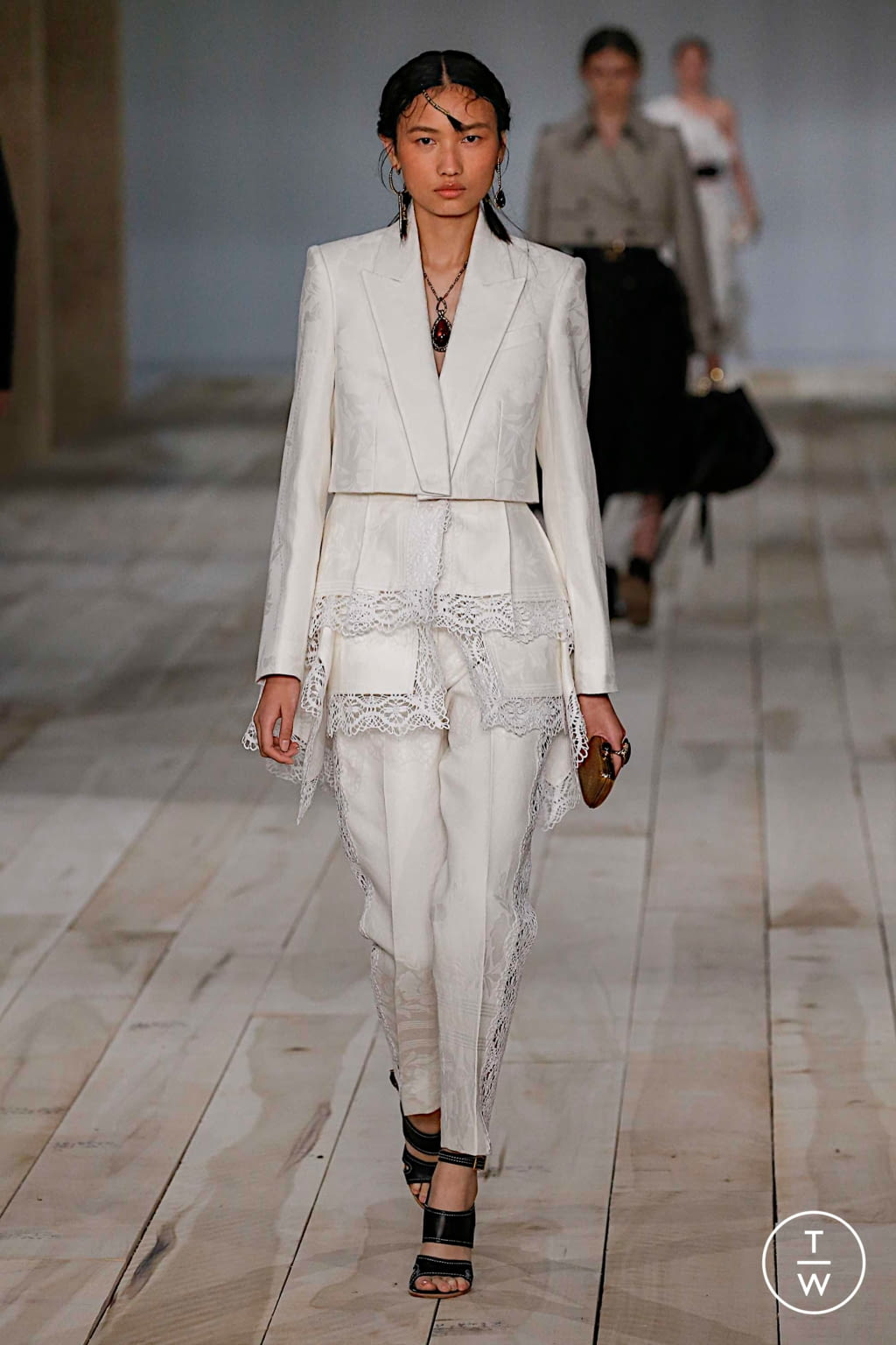 Fashion Week Paris Spring/Summer 2020 look 15 from the Alexander McQueen collection womenswear