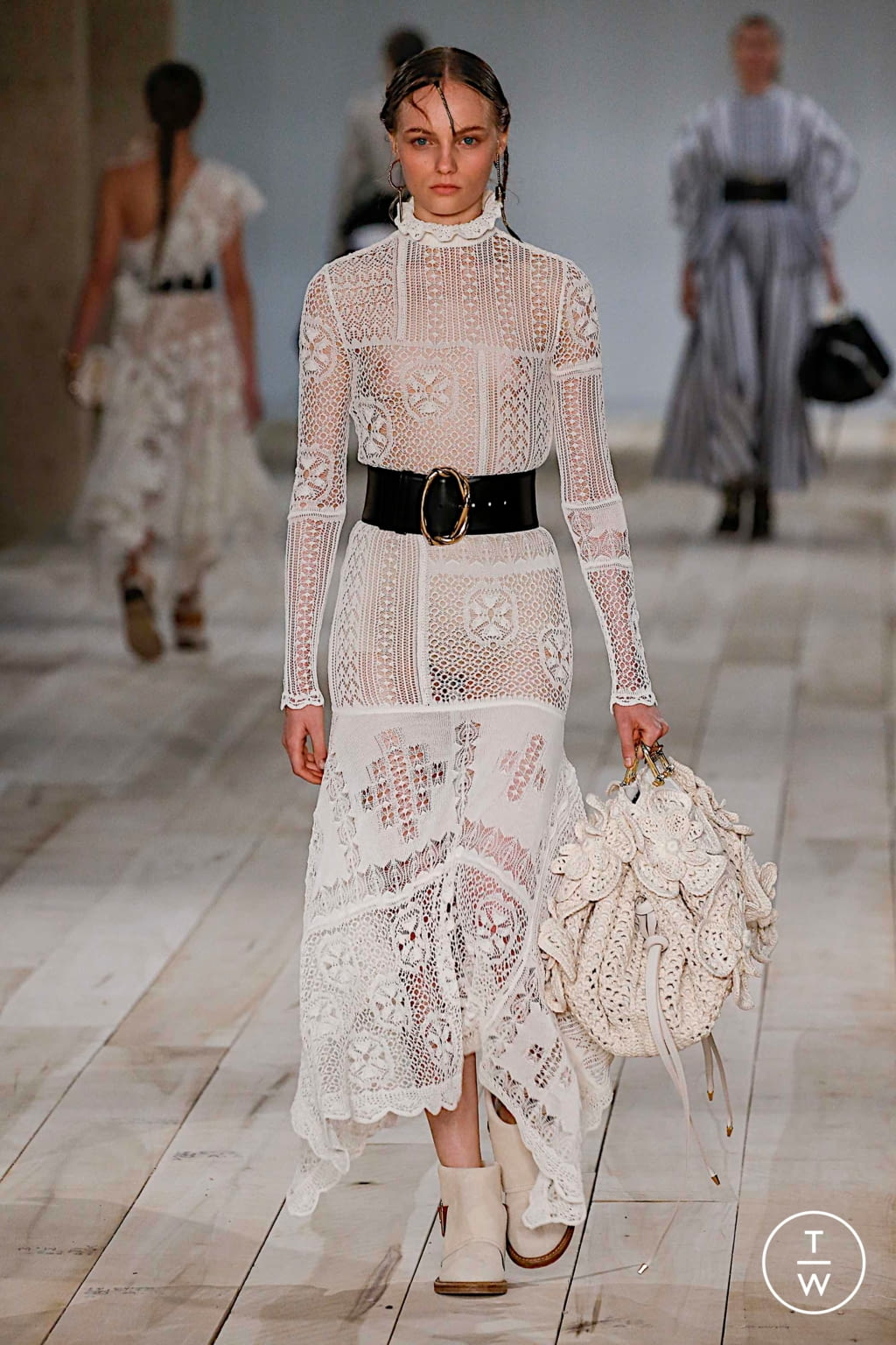 Fashion Week Paris Spring/Summer 2020 look 19 from the Alexander McQueen collection womenswear