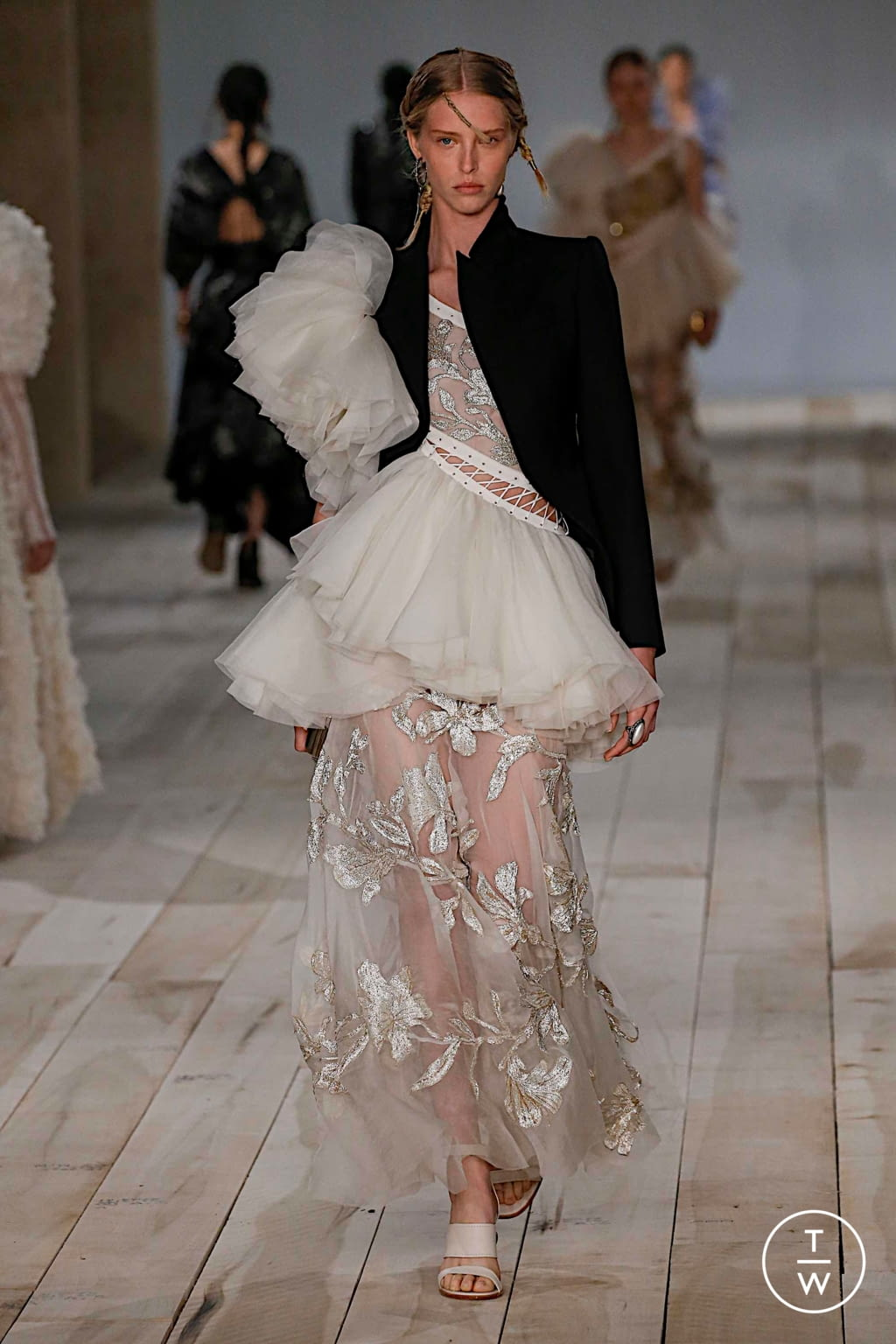 Fashion Week Paris Spring/Summer 2020 look 35 from the Alexander McQueen collection womenswear