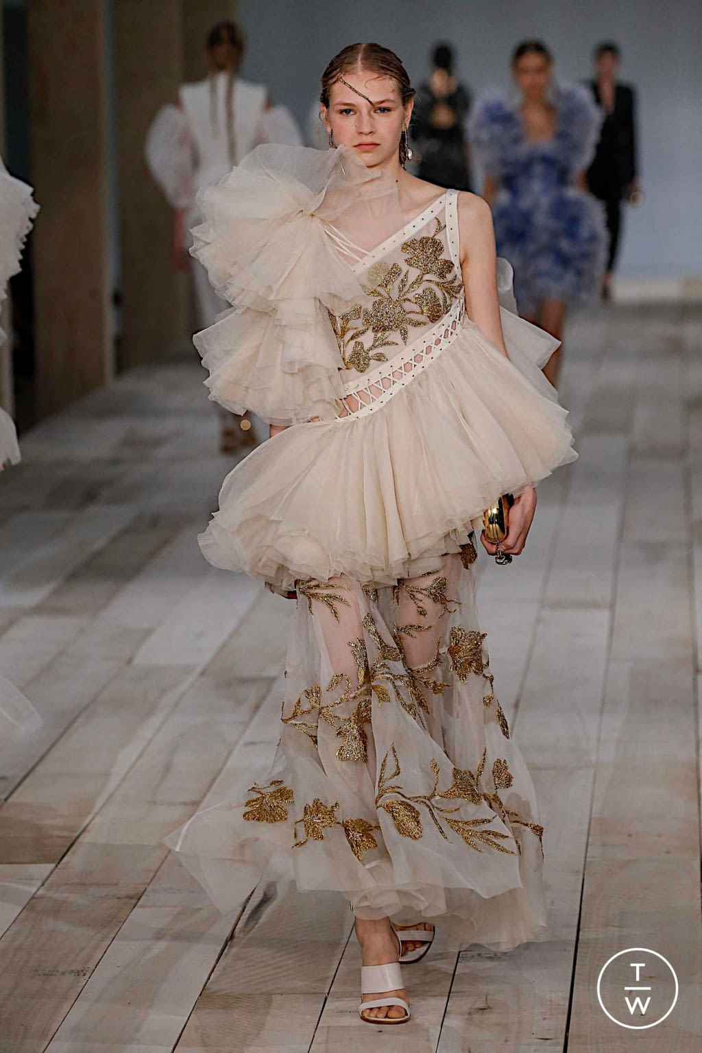 Fashion Week Paris Spring/Summer 2020 look 36 from the Alexander McQueen collection womenswear