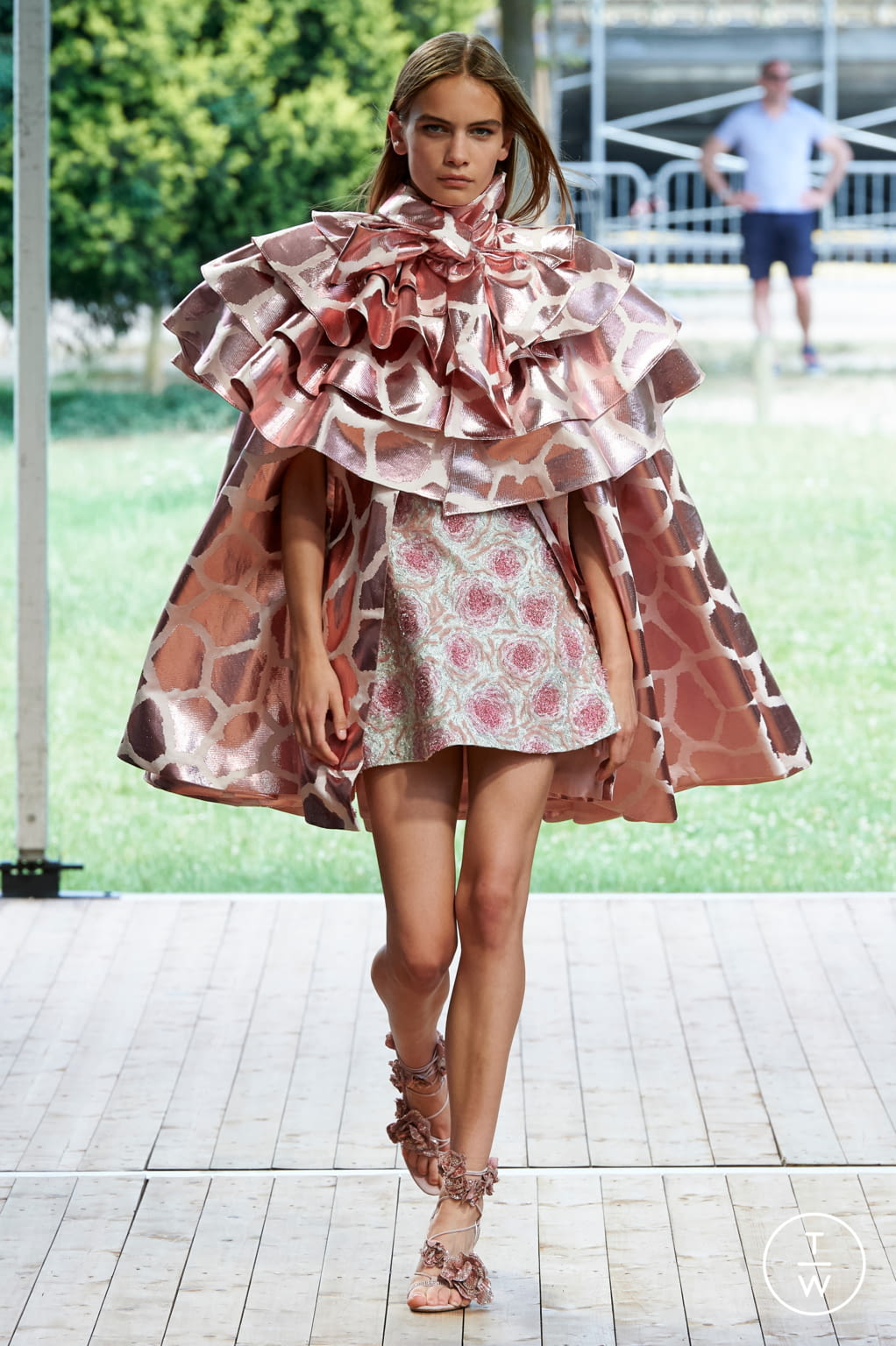 Fashion Week Paris Fall/Winter 2019 look 2 from the Redemption collection couture