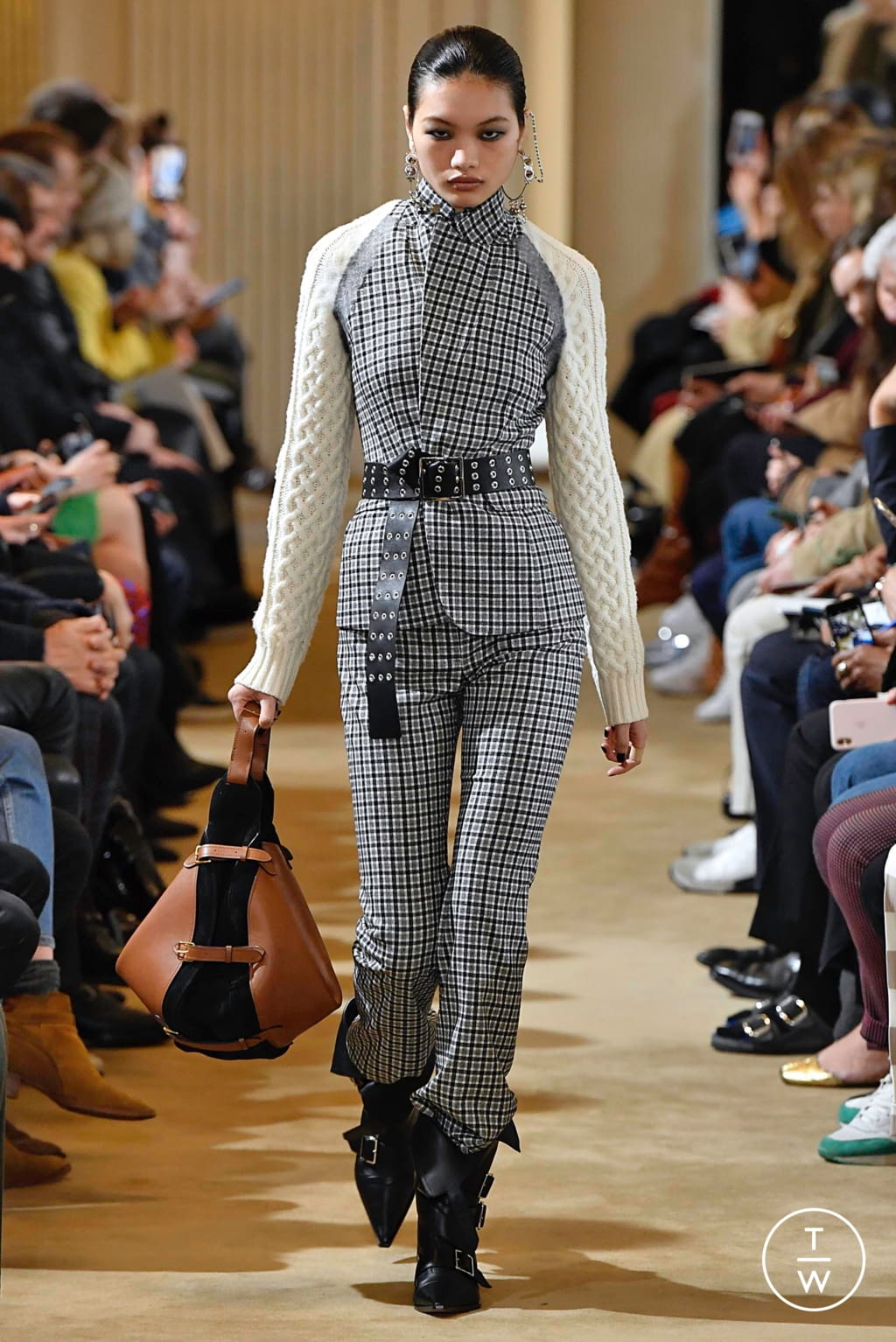 Fashion Week Paris Fall/Winter 2019 look 11 from the Altuzarra collection 女装